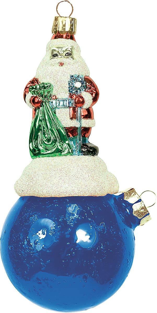 Украшение новогоднее подвесное Mister Christmas Дед Мороз на шаре, цвет: синий, длина 15 см. BD 80-701BD 80-701Подвесное украшение Mister Christmas Дед Мороз на шаре представляет собой весьма оригинальную елочную игрушку 2 в 1. Это и классический елочный шар, и миниатюрная фигурка Деда Мороза. Изделие выполнено из качественного пластика и отличается прочностью и безопасностью. Украшение Mister Christmas Дед Мороз на шаре - это не просто классическая елочная игрушка. Оно может стать элементом праздничного декора, если установить на специальной подставке. В любом случае такая игрушка будет привлекать внимание и создавать праздничную атмосферу в доме или офисе.