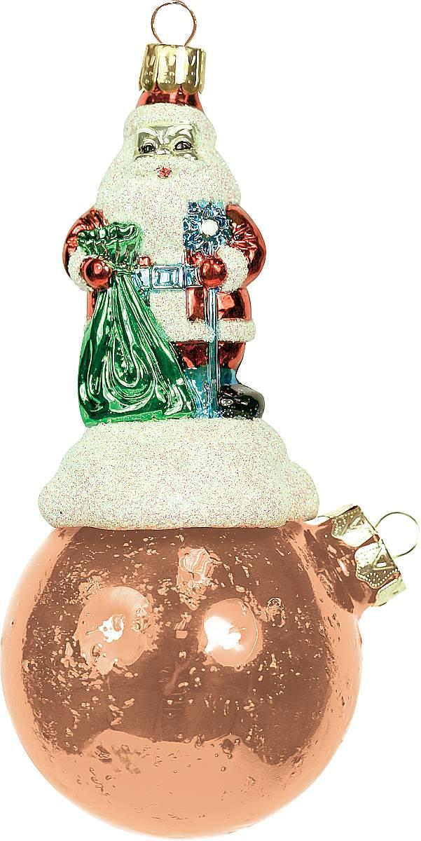 Украшение новогоднее подвесное Mister Christmas Дед Мороз на шаре, цвет: оранжевый, длина 15 см. BD 80-709BD 80-709Подвесное украшение Mister Christmas Дед Мороз на шаре представляет собой весьма оригинальную елочную игрушку 2 в 1. Это и классический елочный шар, и миниатюрная фигурка Деда Мороза. Изделие выполнено из качественного пластика и отличается прочностью и безопасностью. Украшение Mister Christmas Дед Мороз на шаре - это не просто классическая елочная игрушка. Оно может стать элементом праздничного декора, если установить на специальной подставке. В любом случае такая игрушка будет привлекать внимание и создавать праздничную атмосферу в доме или офисе.