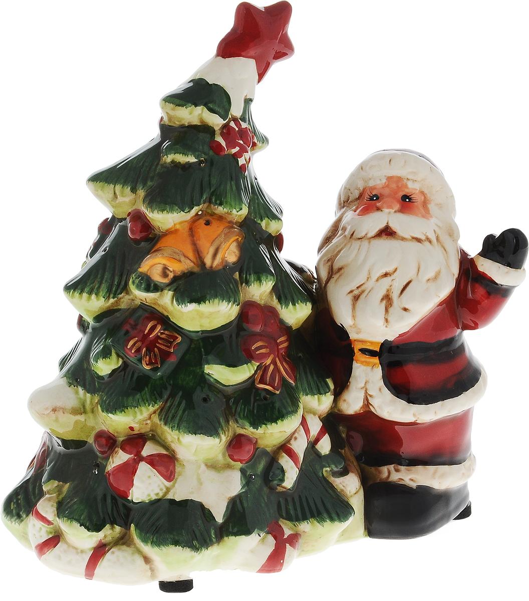 Светильник новогодний Win Max Дед Мороз, 19 х 12 х 20 см119443Декоративный новогодний светильник Win Max Дед Мороз, изготовленный из керамики. Он прекрасно оформит интерьер вашего дома или офиса в преддверии Нового года. Оригинальный дизайн и красочное исполнение создадут праздничное настроение. Кроме того, это отличный вариант подарка для ваших близких и друзей.Светильник работает от 3 батареек типа AАA (не входят в комплект).