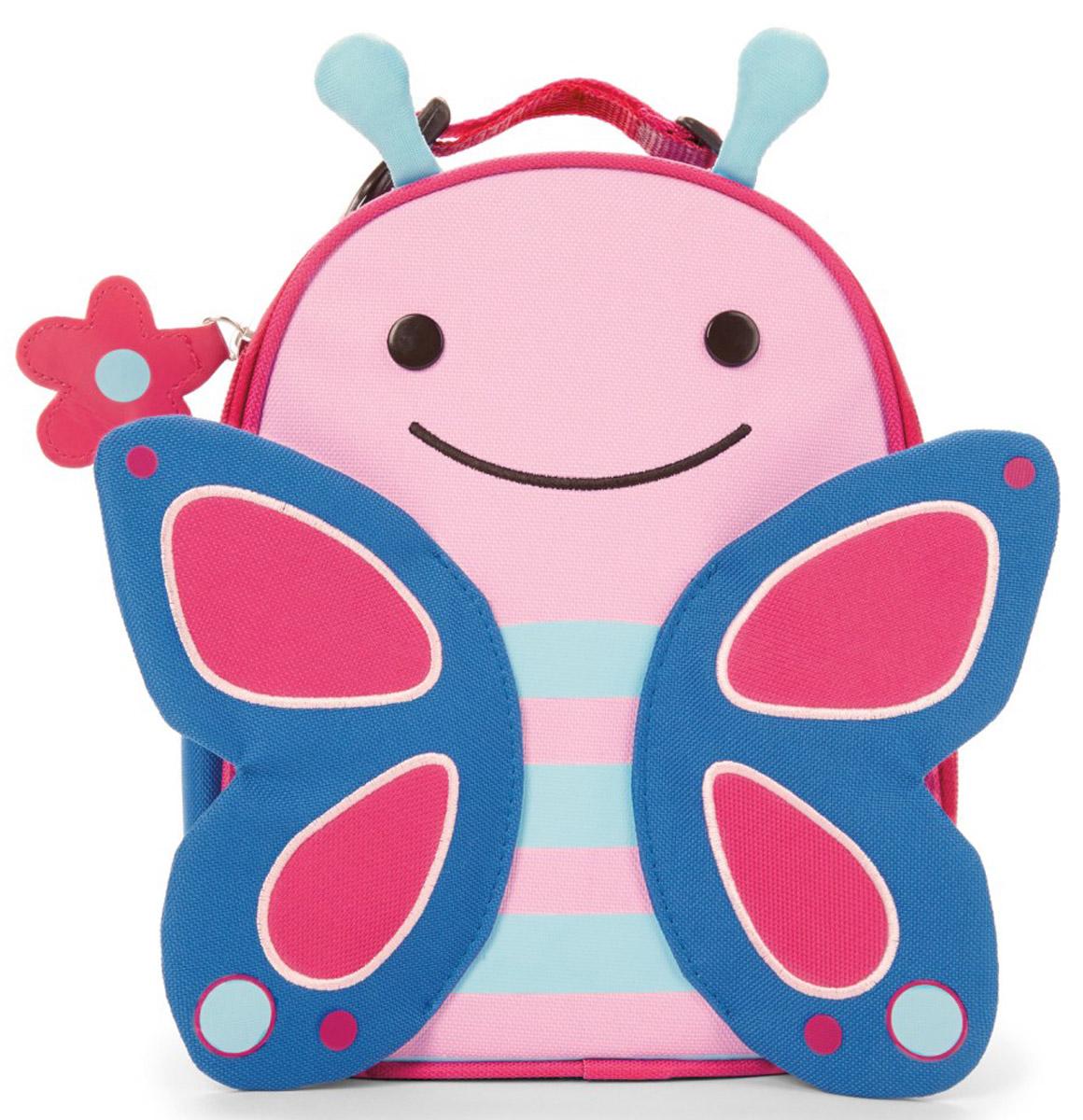 """Превосходный ланч-бокс Skip Hop """"Бабочка"""" отлично сохранит свежесть и вкус продуктов для вашего ребёнка. Сумка с одним отделением изготовлена из прочного текстиля. Лицевая сторона декорирована изображением улыбающейся бабочки с крылышками и торчащими """"усиками"""". Внутренняя поверхность отделана термоизоляционным материалом, благодаря которому продукты дольше остаются свежими. Изделие закрывается на пластиковую застежку-молнию с удобным держателем на бегунке. Внутри имеется сетчатый карман для хранения аксессуаров и текстильная нашивка для записи имени владельца сумки. Ланч-бокс дополнен удобной текстильной ручкой с регулируемой длиной и пластиковым карабином. Такая сумка ланч-бокс пригодится везде: на прогулке, во время учебы, на отдыхе, во время путешествий."""
