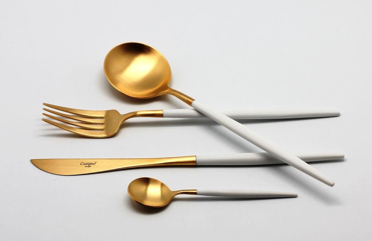 Набор столовых приборов Cutipol Goa White Gold, 24 предмета9265Безупречное качество столовых приборов Cutipol, практичный, современный дизайн, использование сплава стали с 18% хрома и 10% никеля, ручная полировка, толщина приборов в 3,5 мм делают столовые приборы Goa White Gold украшением любого стола, подчеркивая его аристократический вкус и стиль. Для изготовления ножей используется специальная ножевая сталь. Все приборы подходят для самой изысканной сервировки и самых требовательных покупателей.В набор входит 24 предмета: 6 столовых вилок, 6 столовых ложек, 6 десертных чайных ложек, 6 столовых ножей.