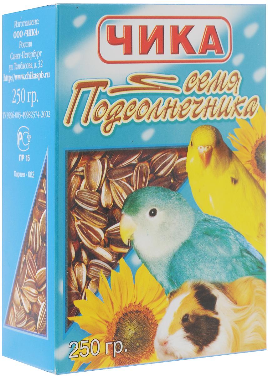 Добавка к корму Чика Семена подсолнечника для попугаев и грызунов, 250 г4607045060141Чика Семена подсолнечника - это высокопитательная добавка к корму для всех видов попугаев и грызунов.Семечки этой масличной культуры содержат от 25% до 45% растительного масла. В их состав входят незаменимые жирные кислоты и минеральные вещества (кальций, фосфор, натрий – для крепкой костной системы). Семена подсолнечника скармливают только в сыром виде. Не следует давать их в большом количестве попугаям - в среднем 1 чайная ложка в сутки. Очень питательная и, полезная для зубов, добавка в рационе для всех видов грызунов.Употребляя добавку к корму Чика Семена подсолнечника, ваш питомец будет здоровым и жизнерадостным. Товар сертифицирован.