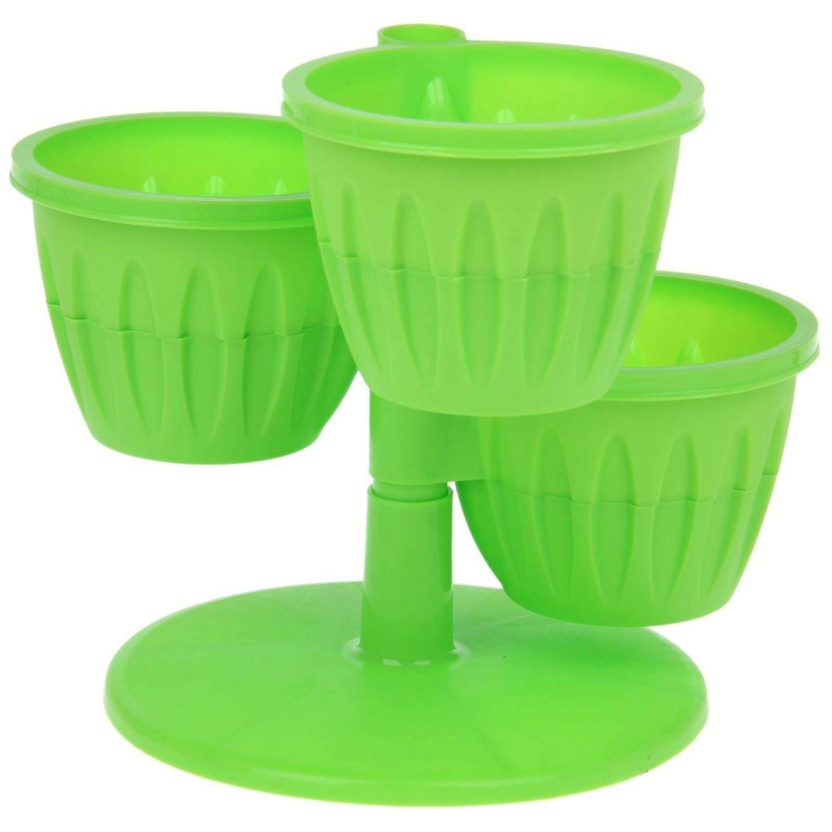 """Цветочный каскад JetPlast """"Каскад"""" состоит из трех  горшков, установленных на одну подставку. Каждый  горшок состоит из двух частей: в верхнюю высаживается  растение, а нижняя часть используется как резервуар для  воды.  Цветочный каскад позволяет вам эффективно  использовать площадь подоконника для высадки  растений. Высота каскада: 23 см.  Диаметр горшка по верхнему краю: 13,5 см.  Диаметр дна горшка: 7,8 см.  Высота горшка: 10 см."""
