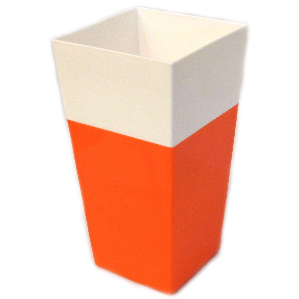Кашпо JetPlast Дуэт, цвет: оранжевый, белый, высота 34 см4612754052646Кашпо имеет строгий дизайн и состоит из двух частей: верхней части для цветка и нижней – поддона. Конструкция горшка позволяет, при желании, использовать систему фитильного полива, снабдив горшок веревкой. Оно изготовлено из прочного полипропилена (пластика).Размеры кашпо: 18 х 18 х 34 см.