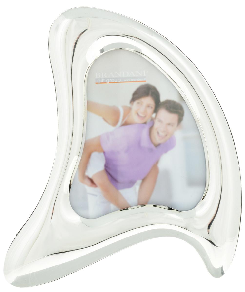 Фоторамка Brandani Робин, цвет: серебристый, 10 х 10 см56206Фоторамка Brandani Робин, выполненная из пластика, имеет оригинальный дизайн. Оборотная сторона рамки оснащена специальной ножкой, благодаря которой ее можно поставить на стол или любое другое место в доме или офисе. Также изделие оснащено креплениями для подвешивания на стену. Такая фоторамка поможет вам оригинально и стильно дополнить интерьер помещения, а также позволит сохранить память о дорогих вам людях и интересных событиях вашей жизни.Размер фоторамки: 16 х 20 см.Подходит для фотографий размером: 10,5 х 12,5 см.
