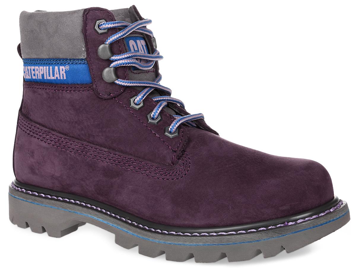 Ботинки женские Caterpillar Colorado, цвет: бордовый. P308875. Размер 7 (37,5)P308875Стильные женские ботинки Colorado от Caterpillar надежно защитят вас от холода. Верх выполнен из натуральной замши со вставками из полиуретана. Подкладка изготовлена из мягкого текстильного материала, позволяющего сохранять ваши ноги в тепле. Шнуровка надежно фиксирует модель на ноге. Оформлено изделие по бокам и на язычке нашивками с названием и логотипом бренда. Стельки из пластика EVA обеспечивают комфортное положение стопы и амортизацию. Резиновая подошва с крупным протектором обеспечивает хорошее сцепление с поверхностью.Такие ботинки отлично подойдут для каждодневного использования и подчеркнут ваш стиль и индивидуальность.