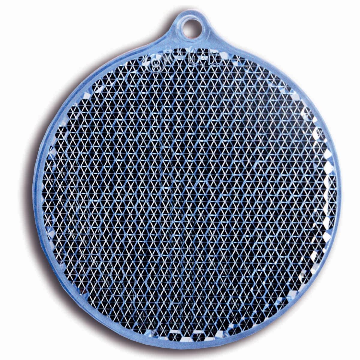 Светоотражатель пешеходный Coreflect Круг, цвет: синий118692Пешеходный светоотражатель — это серьезное средство безопасности на дороге. Использование светоотражателей позволяет в десятки раз сократить количество ДТП с участием пешеходов в темное время суток. Светоотражатель крепится на одежду и обладает способностью к направленному отражению светового потока. Благодаря такому отражению, водитель может вовремя заметить пешехода в темноте, даже если он стоит или двигается по обочине. А значит, он успеет среагировать и избежит возможного столкновения. С 1 июля 2015 года ношение светоотражателей вне населенных пунктов является обязательным для пешеходов! Мы рекомендуем носить их и в городе! Для безопасности и сохранения жизни!