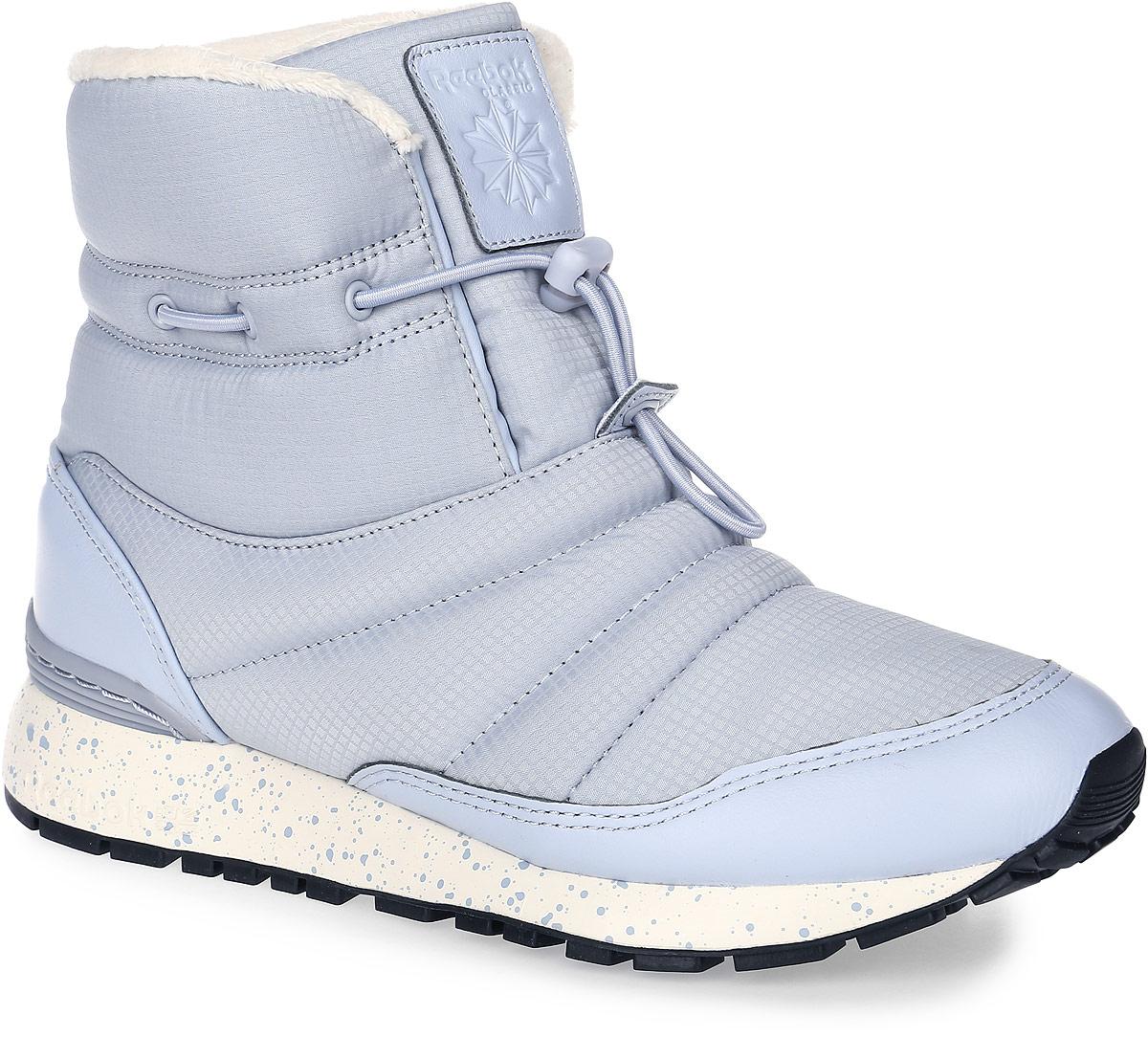 Полусапоги женские Reebok GL Puff Boot, цвет: серый. AR2647. Размер 7,5 (38)AR2647Снег и слякоть - не повод отказываться от прогулок. Полусапоги GL Puff Boot от Reebok - как раз то, что нужно для такой погоды. Оригинальная застежка в виде регулируемого шнурка, высокий дизайн и подкладка гарантируют тепло.Модель выполнена из ткани с влагоотталкивающим покрытием и кожаными вставками в области пятки и мыска. Подкладка Thinsulate и искусственный мех обеспечивают мягкость и тепло. Легкая литая промежуточная подошва из ЭВА обеспечивает оптимальную амортизацию. Стойкая к истиранию, прочная резиновая подошва гарантирует отличное сцепление с поверхностью.