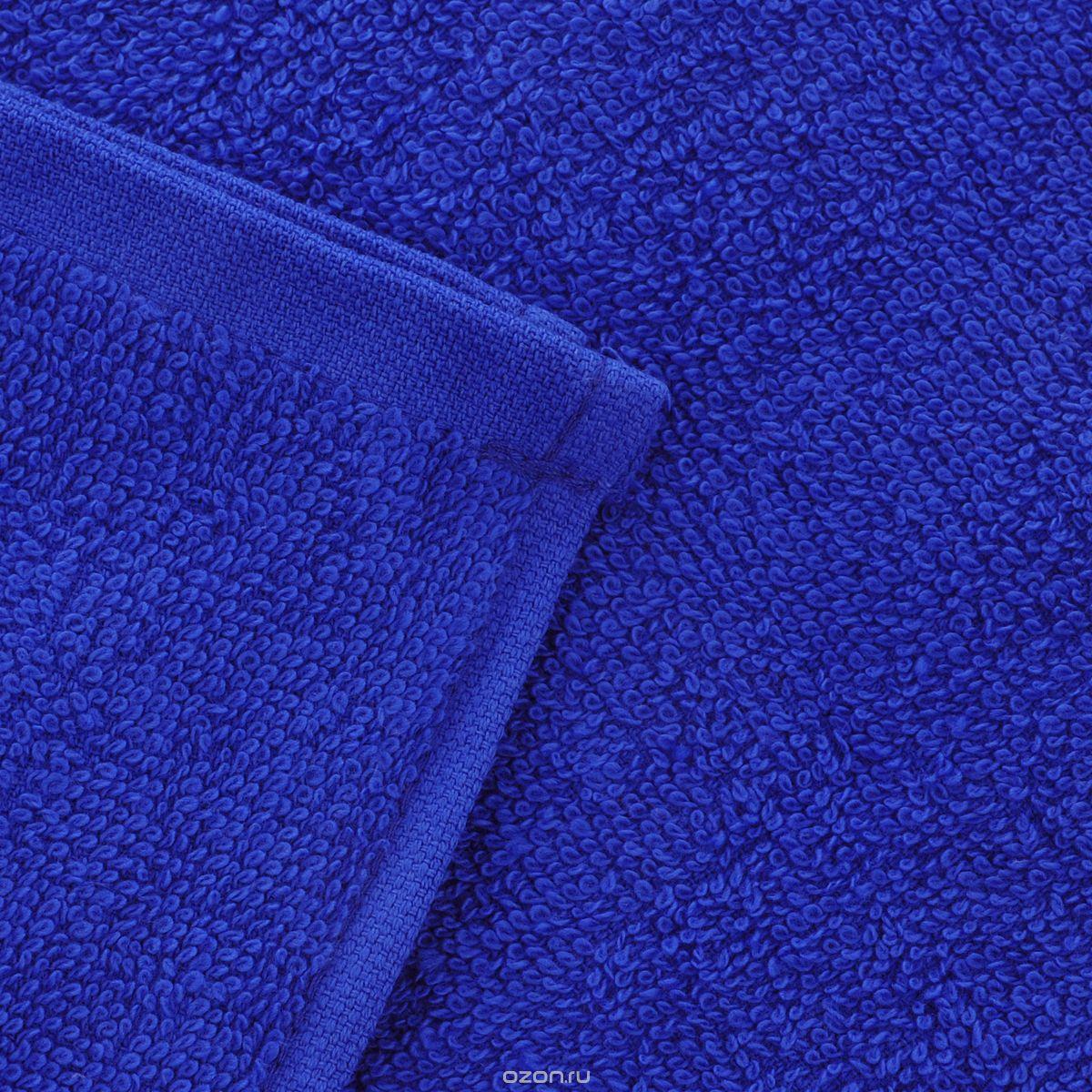 Полотенце Aisha Home Textile, цвет: синий, 70 х 140 см. УзТ-ПМ-114-08-19кУзТ-ПМ-114-08-19кМахровые полотенца AISHA Home Textile идеальное сочетание цены и качества. Полотенца упакованы в стильную подарочную коробку. В состав входит только натуральное волокно - хлопок. Лаконичные бордюры подойдут для любого интерьера ванной комнаты. Полотенца прекрасно впитывает влагу и быстро сохнут. При соблюдении рекомендаций по уходу не линяют и не теряют форму даже после многократных стирок. Плотность: 420 г/м2.