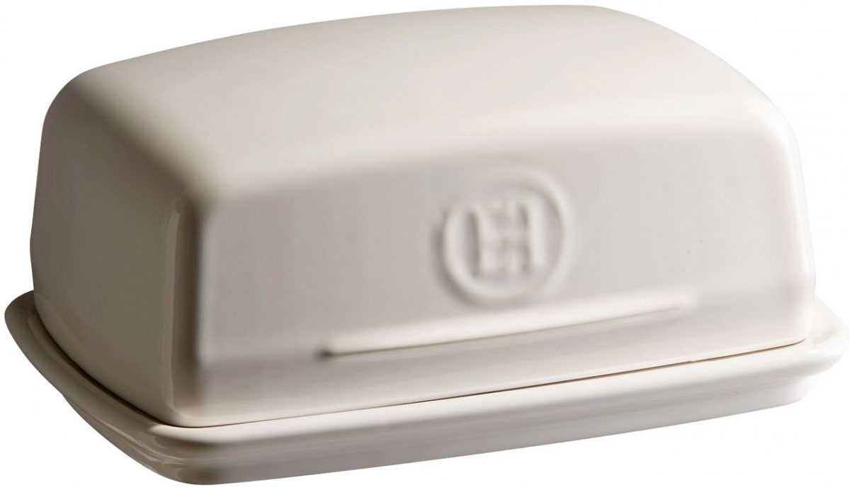 Масленка Emile Henry, цвет: кремовый020225Масленка Emile Henry обеспечивает лучшую сохранность сливочного масла - защищает его от обветривания и света. Вы можете не опасаться - ваше масло не начнет сразу таять, когда вы достанете его из холодильника.Приятная особенность керамики, ее низкая теплопроводность - она долго сохраняет как тепло, так и холод. Поэтому ваше масло всегда будет максимально свежим. Специальная рифленая поверхность дна масленки предотвратит скольжение масла во время его разрезания.