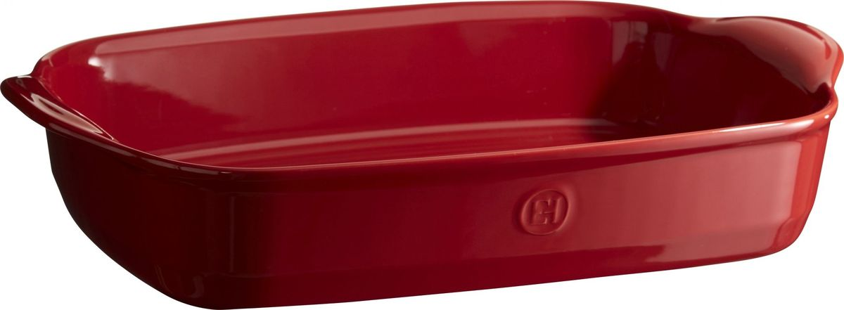 Форма для запекания Emile Henry Ultime, прямоугольная, цвет: гранат, 27 х 42 х 9 см349654Форма для запекания Emile Henry Ultime имеет новый дизайн, стирающий границы между идеальной керамической формой для запекания и посудой для сервировки. Мягкие, щедрые формы великолепно подходят для приготовления всех видов блюд – от лазаньи до жаркого. Благодаря удобным ручкам форму комфортно извлекать из духовки. Поставьте форму на стол – это выглядит крайне элегантно. Формы Ultime изготовлены из HR Ceramic (высоко-устойчивая) и могут быть использованы как в морозилке (-20°C), так и в духовке (270°C) и даже на гриле. Они устойчивы к ежедневным испытаниям на кухне. Ингредиенты блюд, приготовленных в HR Ceramic пропекаются равномерно, не пересыхают, долго сохраняют тепло.Высокие стенки формы позволяют приготовить щедрые порции блюд. Кромка снизу ручки обеспечивает противоскользящий эффект и лучший захват. Глазурованная нижняя часть формы является прекрасным элементом брендирования и подчеркивает фирменный стиль. Как выбрать форму для выпечки – статья на OZON Гид.