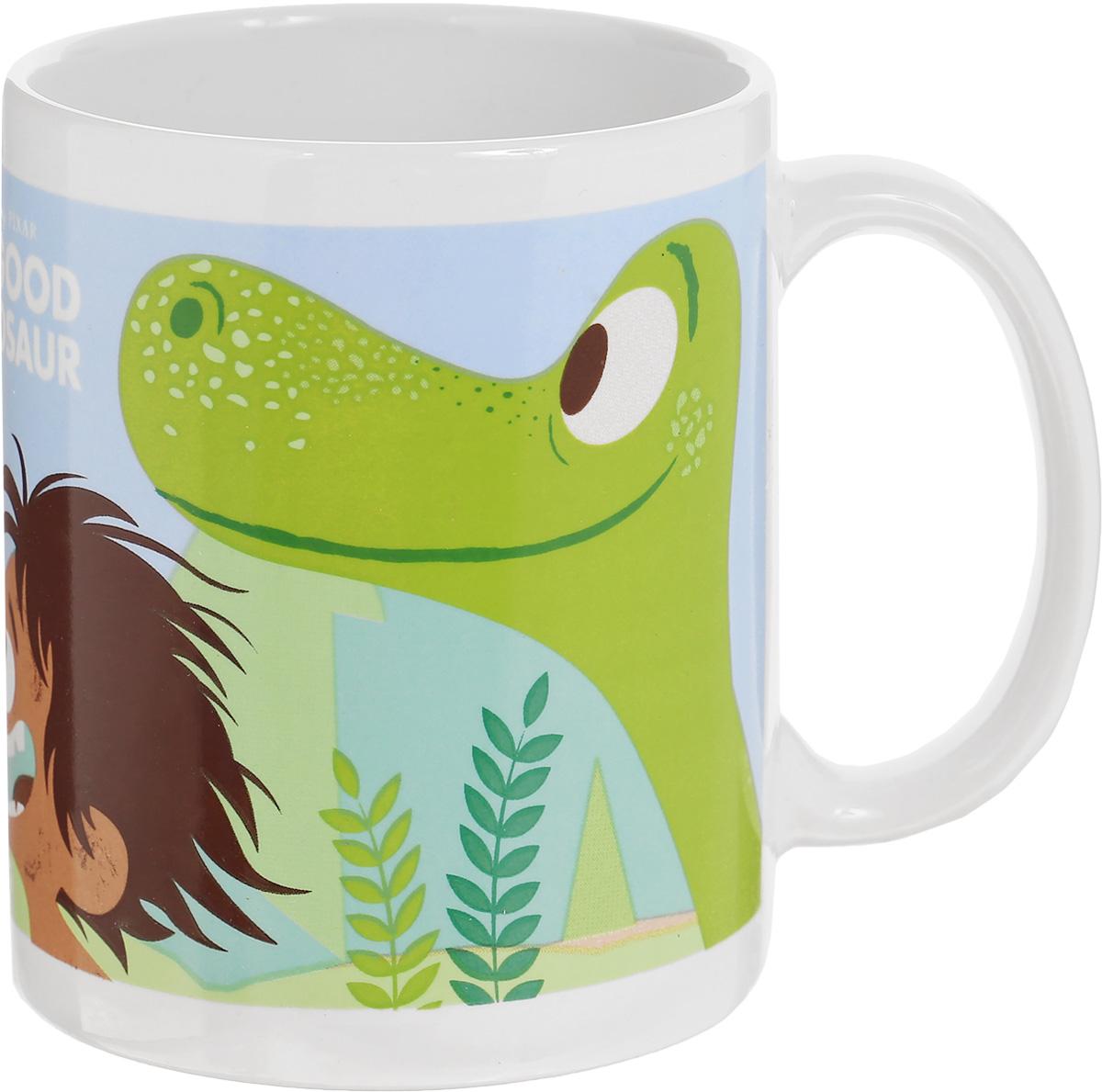 Stor Кружка детская Хороший динозавр 325 мл82005Детская кружка Stor Хороший динозавр с любимыми героями известного мультика станет отличным подарком для вашего ребенка. Она выполнена из керамики и оформлена красочным изображением. Кружка дополнена удобной ручкой.Такой подарок станет не только приятным, но и практичным сувениром: кружка будет незаменимым атрибутом чаепития, а ее оригинальное оформление добавит ярких эмоций и хорошего настроения.Можно использовать в СВЧ-печи. Можно мыть в посудомоечной машине.