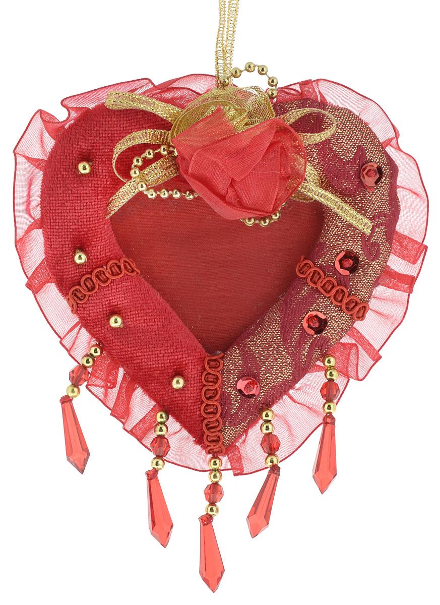 Украшение новогоднее подвесное Win Max Сердце, с фоторамкой, высота 13 см71363Новогоднее подвесное украшение Win Max Сердце прекрасно подойдет для праздничного декора новогодней ели. Изделие выполнено из бархатного текстиля с основой из плотного картона, дополнено люрексом, рюшами, подвесками и аппликацией в виде розочки. Кроме того, внутрь можно поместить фотографию. Для удобного размещения на елке для украшения предусмотрена петелька. Елочная игрушка - символ Нового года. Она несет в себе волшебство и красоту праздника. Создайте в своем доме атмосферу веселья и радости, украшая новогоднюю елку нарядными игрушками, которые будут из года в год накапливать теплоту воспоминаний.