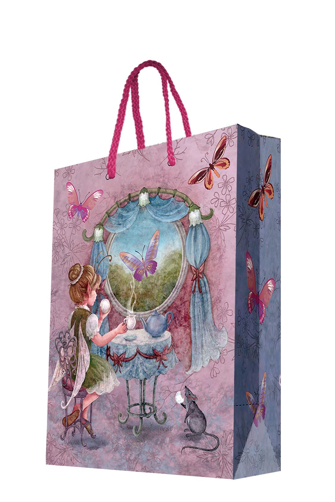 Пакет подарочный Magic Home Волшебное чаепитие, 26 х 32,4 х 12,7 см44196Подарочный пакет Magic Home, изготовленный из плотной бумаги, станет незаменимым дополнением к выбранному подарку. Дно изделия укреплено картоном, который позволяет сохранить форму пакета и исключает возможность деформации дна под тяжестью подарка. Пакет выполнен с глянцевой ламинацией, что придает ему прочность, а изображению - яркость и насыщенность цветов. Для удобной переноски имеются две ручки в виде шнурков.Подарок, преподнесенный в оригинальной упаковке, всегда будет самым эффектным и запоминающимся. Окружите близких людей вниманием и заботой, вручив презент в нарядном, праздничном оформлении.Плотность бумаги: 140 г/м2.