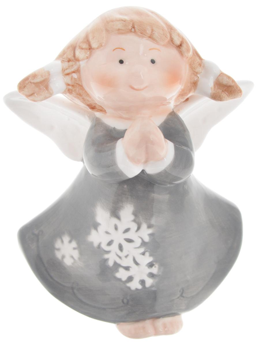 """Новогодняя фигурка Win Max """"Ангел"""" отлично подойдет для декора интерьера вашего дома в преддверии Нового года. Изделие выполнено из фарфора в виде очаровательного ангелочка.   Новогодние украшения всегда несут в себе волшебство и красоту праздника. Создайте в своем доме атмосферу тепла, веселья и радости, украшая его всей семьей."""