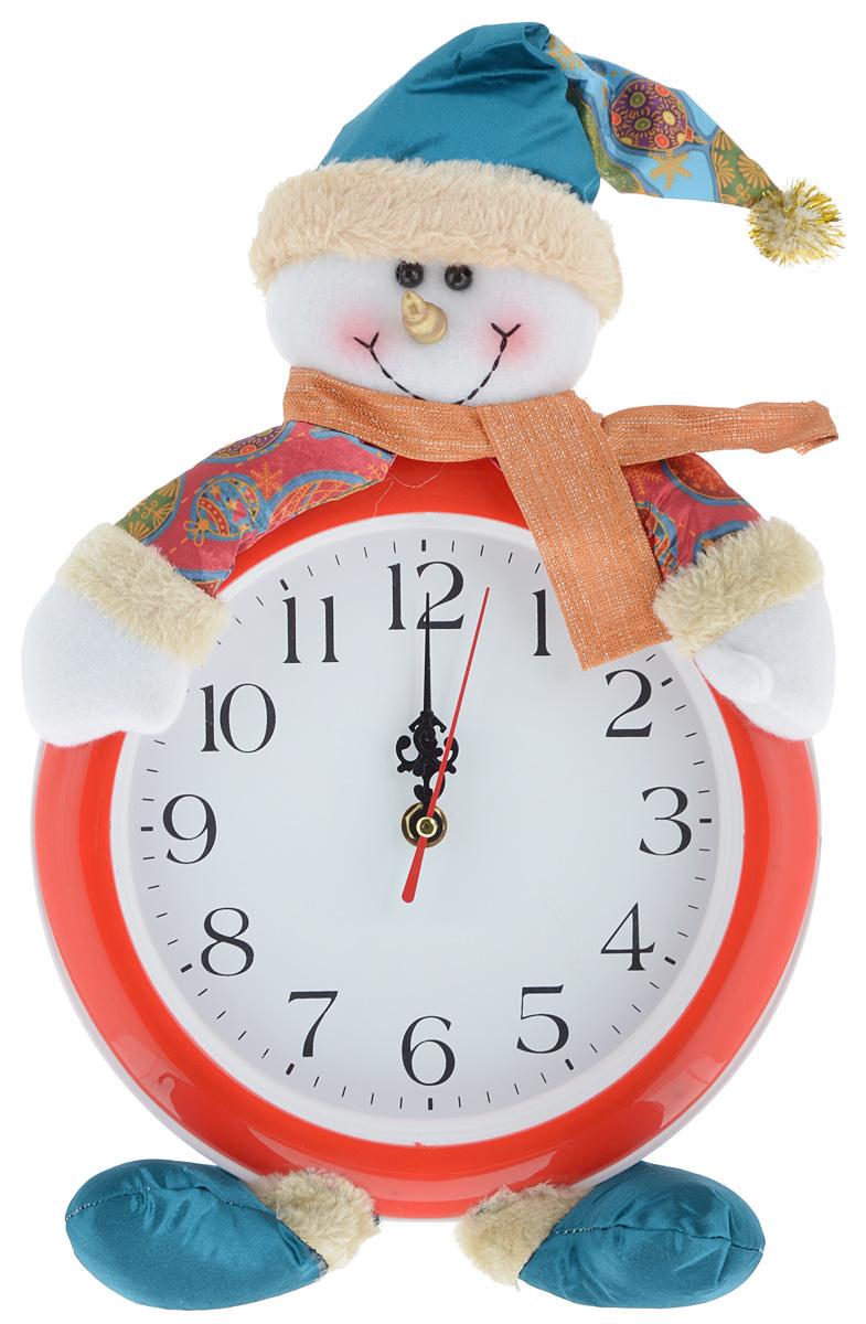 """Часы настенные Win Max """"Новый год. Снеговик"""" красиво дополнят интерьер дома в преддверии Нового года. Часы выполнены из пластика в круглом корпусе в виде забавного снеговика в шарфике и колпачке. Изделие имеет индикацию арабскими цифрами и три фигурных стрелки. Сзади расположено отверстие для подвешивания на стену.  Новогодние украшения несут в себе волшебство и красоту праздника. Они помогут вам украсить дом к предстоящим праздникам и оживить интерьер. Создайте в доме атмосферу тепла, веселья и радости, украшая его всей семьей.  Часы работают от 1 батарейки типа АА (в комплект не входит)."""