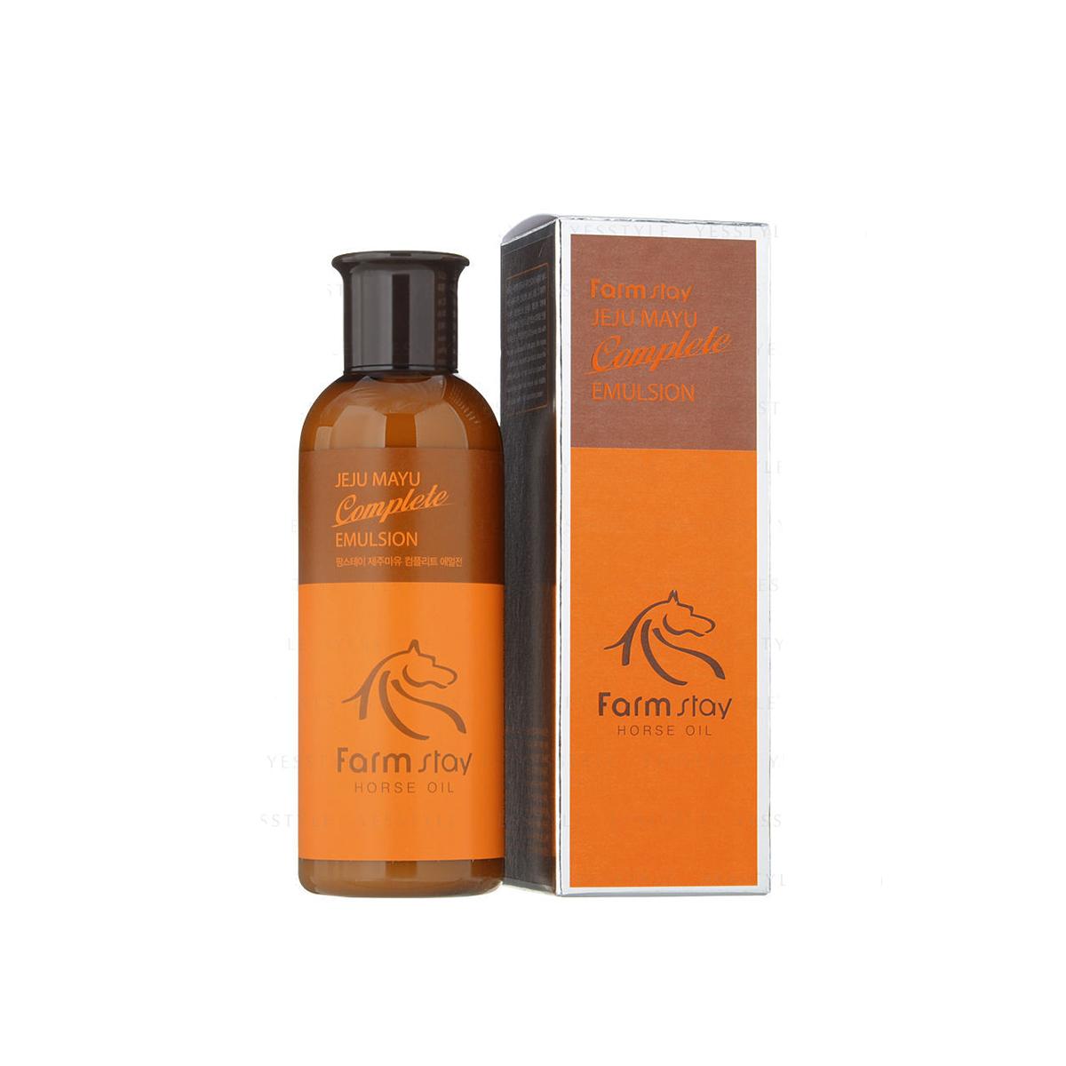 FarmStay Эмульсия с лошадиным маслом для сухой кожи, 200 мл9771689Эмульсия для лица – это легкий увлажнитель на водной основе. Она поможет увлажнить кожу, предотвратить пересыхание и обезвоживание, разгладить морщины и предотвратить появление новых. Лошадиный жир - 100% натуральный продукт, традиционное азиатское средство, с помощью которого справлялись с сухостью эпидермиса, лечили ожоги и другие повреждения кожи. Животный жир богат незаменимыми жирными кислотами (например, в нем содержится альфа-липоевая и линолевая кислоты, а также витамин А и Е). Лошадиное масло особенно ценится тем, что он лучше других жиров усваивается кожей, так как имеет состав, схожий с человеческой жировой секрецией. Именно поэтому данное вещество не отторгается кожей. Эмульсия питает, увлажняет кожу, разглаживает морщинки, делает кожу более упругой. Средство увлажняет кожу, сохраняя ее здоровье, молодость и привлекательность. Эмульсия с лошадиным маслом подходит для ухода за кожей любого типа, но особенно рекомендуется для сухой кожи, а также для кожи с раздражениями и шелушениями.