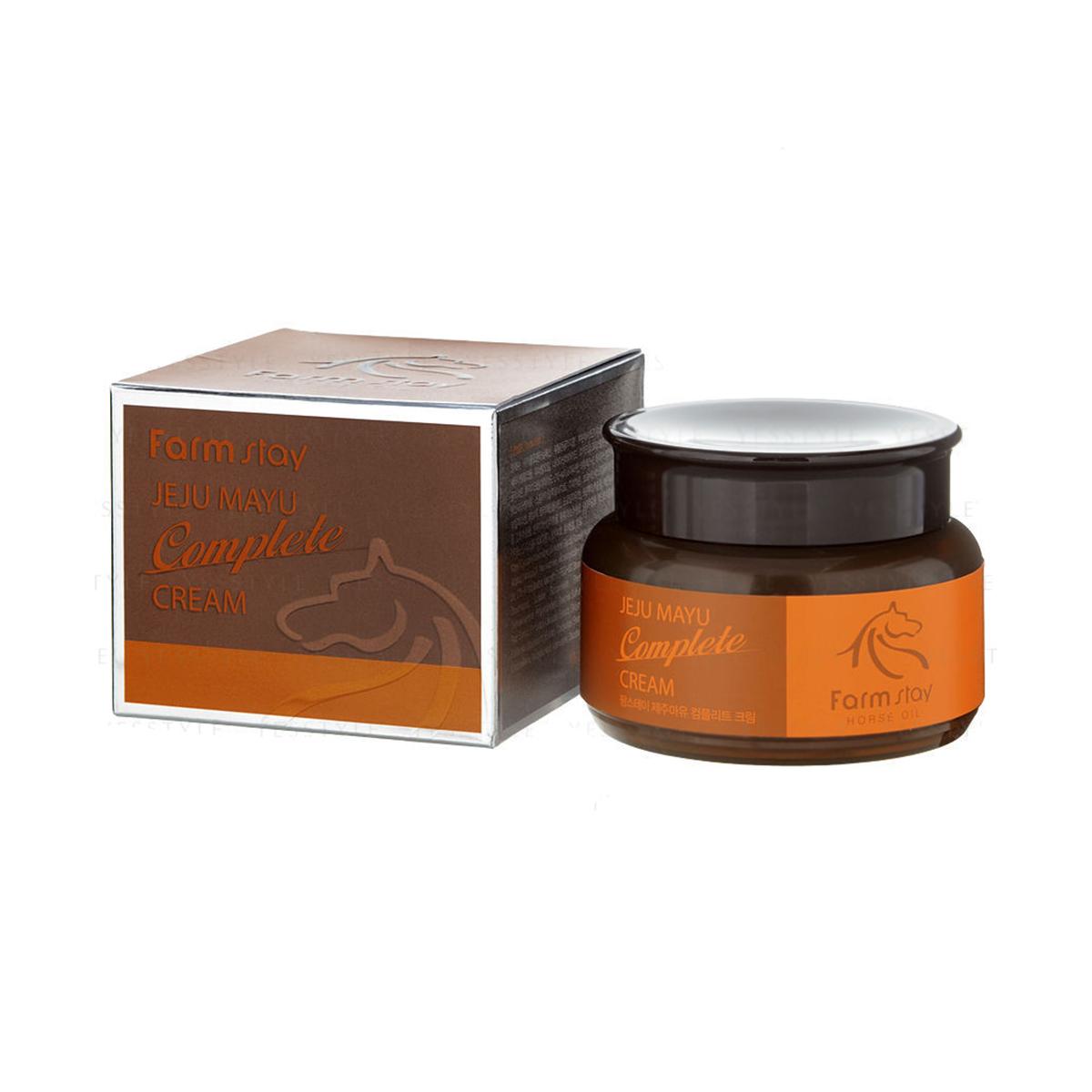 FarmStay Крем с лошадиным маслом для сухой кожи, 100 мл.9771696Крем для лица с лошадиным маслом поможет увлажнить кожу, предотвратить пересыхание и обезвоживание, разгладить морщинки и предотвратить возникновение новых. Лошадиный жир- 100% натуральный продукт, традиционное азиатское средство, с помощью которого справлялись с сухостью эпидермиса, лечили ожоги и другие повреждения кожи. Животный жир богат незаменимыми жирными кислотами (например, в нем содержится альфа-липоевая и линолевая кислоты, а также витамин А и Е). Лошадиный жир особенно ценится тем, что он лучше других жиров усваивается кожей, так как имеет состав, схожий с человеческой жировой секрецией. Именно поэтому данное вещество не отторгается кожей. Крем питает, увлажняет эпидермис, разглаживает морщины, делает кожу более упругой. Конский жир увлажняет кожу, сохраняя ее здоровье и молодость.Крем с лошадиным жиром подходит для ухода за кожей любого типа, но особенно рекомендуется для сухой кожи, а также для кожи с раздражениями и шелушениями.