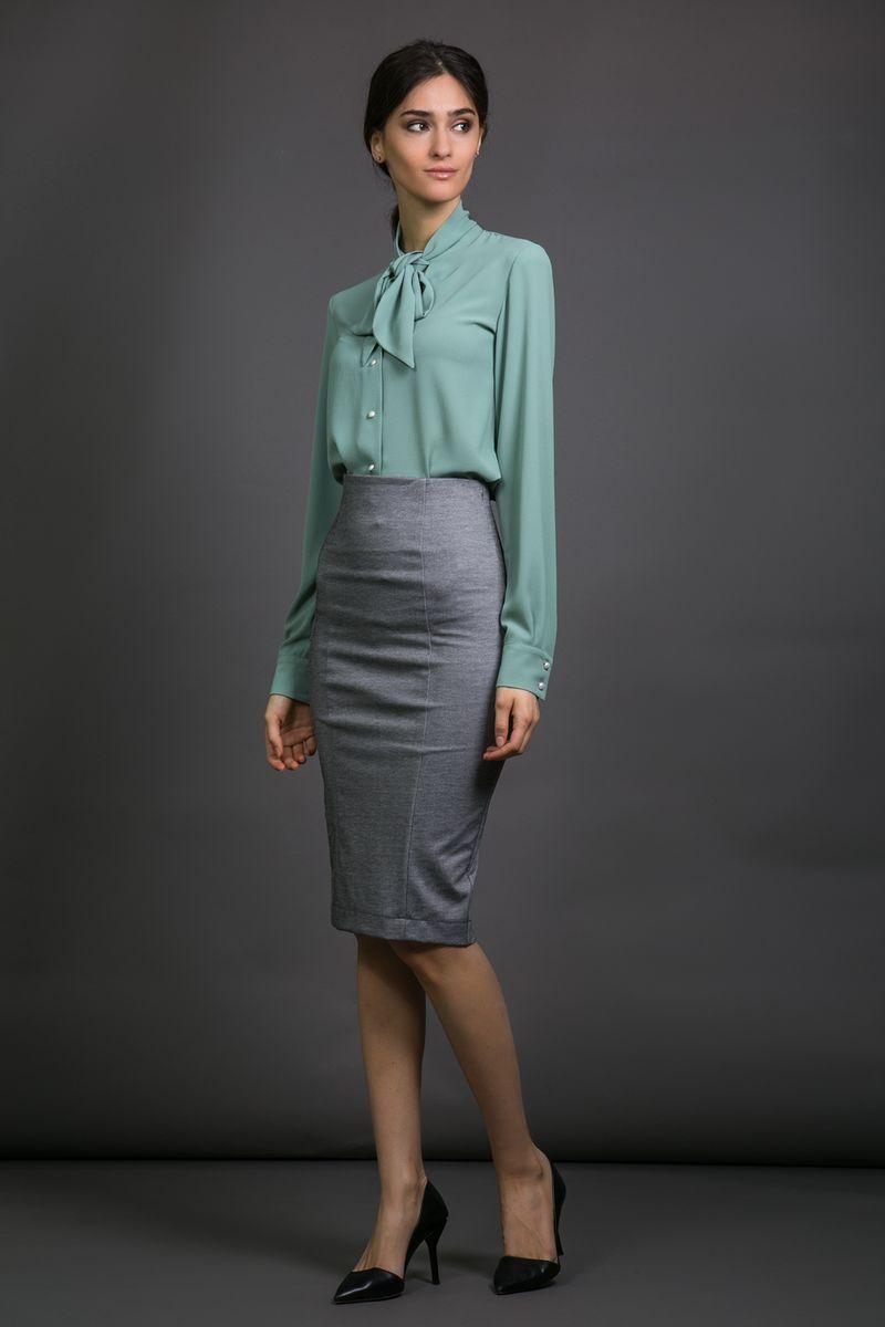 Юбка La Via Estelar, цвет: серый. 90559. Размер 4690559Элегантная силуэтная женская юбка-карандаш La Via Estelar с завышенной талией имеет сзади декоративный разрез. За счет длины миди и стилизации отлично подойдет как для делового, так и для официального стиля. Благодаря большому количеству выкроек, идеально садится по фигуре.