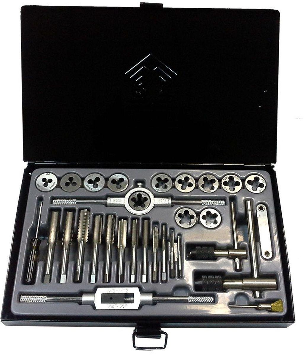 Набор плашек и метчиков Berger, 31 предмет. BG31TDSBG31TDSНабор плашек и метчиков Berger используется для нарезания различной резьбы на внутренних и внешних металлических поверхностях. Метчико- и плашкодержатели оснащены удобными рукоятками, что обеспечивает комфортную работу инструментом.В наборе:- 12 плашек: М3 х 0,5; М4 х 0,7; М5 х 0,8; М6 х 1,0; М8 х 1,0; М8 х 1,25; М10 х 1,5; М10 х 1,25; М10 х 1; М12 х 1,5; М12 х 1,75; М12 х 1,25 мм,- 12 однопроходных метчиков: М3 х 0,5; М4 х 0,7; М5 х 0,8; М6 х 1,0; М8 х 1,0; М8 х 1,25; М10 х 1,5; М10 х 1,25; М10 х 1; М12 х 1,5; М12 х 1,75; М12 х 1,25 мм,- 1 ключ для плашек 25 х 9,- 1 ключ для метчиков М3-М12,- 1 быстрозажимной Т-образный ключ для метчиков М3-М6,- 1 быстрозажимной Т-образный ключ для метчиков М5-М12,- 1 резьбомер 0,5-2,5 мм,- 1 щетка,- 1 отвертка.