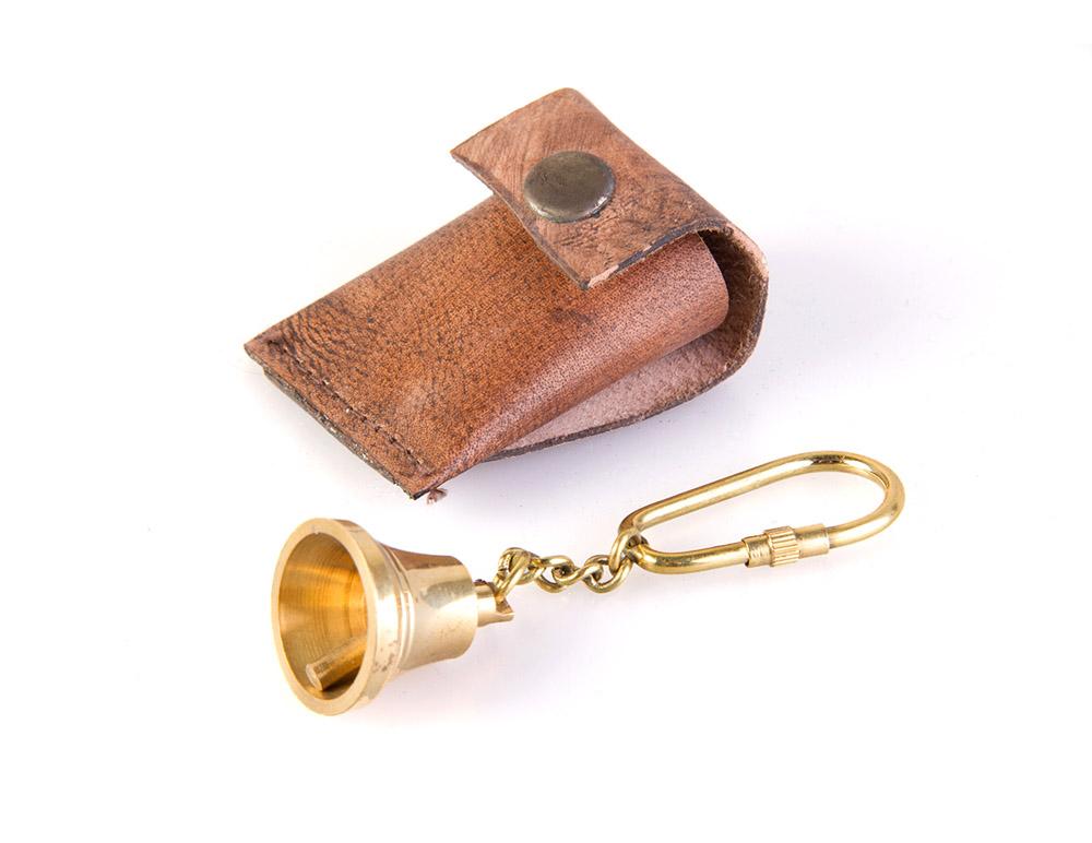 Брелок Veber Колокол, цвет: золотой19580Брелок Veber Колокол для рюкзака или ключа станет отличным подарком.Брелок выполнен из бронзы в форме колокола. Своим звоном привлекает маленьких фей и эффективно отпугивает злобных троллей. br>Материал футляра - натуральная кожа.Диаметр: 25 мм.