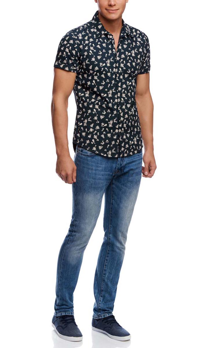 Рубашка мужская oodji, цвет: темно-синий, кремовый. 3L410075M/19370N/7912G. Размер M-182 (50-182)3L410075M/19370N/7912GМужская рубашка oodji из натурального хлопка скроена по классическому силуэту и плотно садится по фигуре. Имеет короткие рукава, классический воротник, застегивается на пуговицы спереди. Одна запасная пуговица подшита с обратной стороны полы.