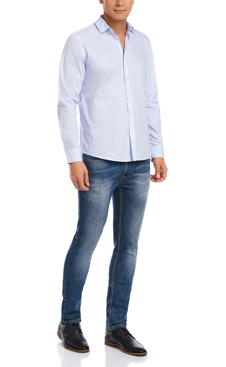 Рубашка мужская oodji, цвет: белый, голубой. 3L310120M/34156N/1070G. Размер XXL-182 (58/60-182)3L310120M/34156N/1070GМужская рубашка oodji из натурального хлопка скроена по классическому силуэту и плотно садится по фигуре. Имеет скругленный низ, длинные рукава, застегивается на пуговицы спереди и на манжетах. Две запасные пуговицы подшиты с обратной стороны полы.