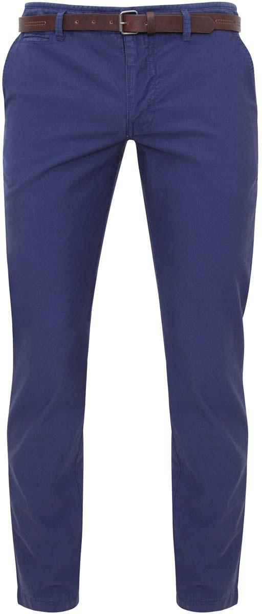 Брюки мужские oodji, цвет: синий джинс. 2L150041M/39396N/7500W. Размер 40-182 (48-182)2L150041M/39396N/7500WМужские брюки oodji Basic выполнены из натурального хлопка. Модель застегивается на пуговицу в поясе и ширинку на молнии. Имеются шлевки для ремня. Спереди расположены два втачных кармана и прорезной кармашек, сзади - два прорезных кармана. В комплект входит ремень из искусственной кожи, дополненный металлической пряжкой.