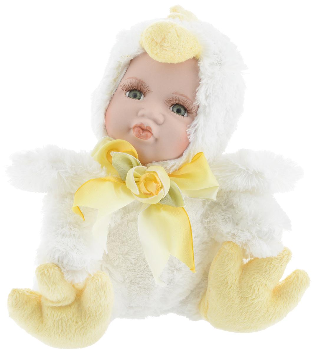 Фигурка ESTRO Ребенок в костюме цыпленка, цвет: белый, желтый, высота 22 смC21-128215BДекоративная фигурка Ребенок в костюме цыпленка изготовлена из высококачественных материалов в оригинальном стиле. Фигурка выполнена в виде ребенка в костюме цыпленка. Уютнаяи милая интерьерная игрушка предназначена для взрослых и детей, для игр и украшения новогодней елки, да и просто, для создания праздничной атмосферыв интерьере!Фигурка прекрасно украсит ваш дом к празднику, а в остальные дни с ней с удовольствием будут играть дети. Оригинальный дизайн и красочное исполнение создадут праздничное настроение. Фигурка создана вручную, неповторима и оригинальна.Порадуйте своих друзей и близких этим замечательным подарком!