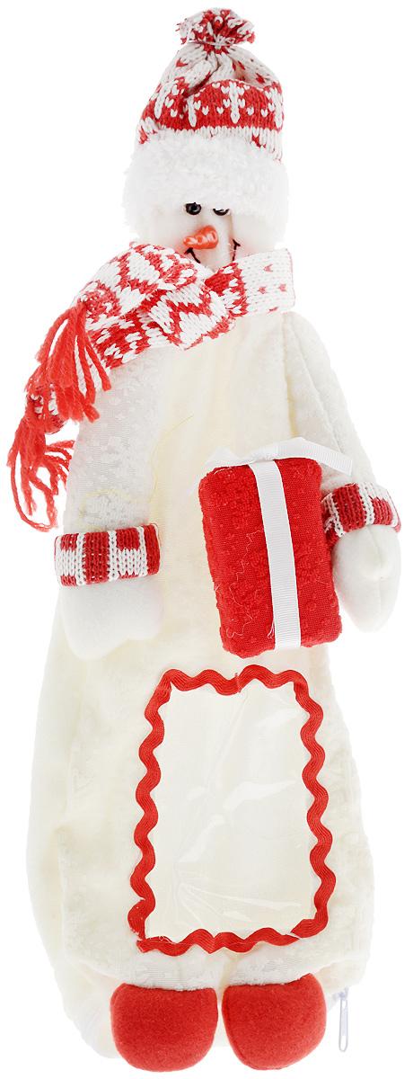Упаковка для бутылки Mister Christmas Снеговик, высота 38 смHM-009R_белыйВеселая новогодняя игрушка-упаковка для бутылки Mister Christmas Снеговик - отличный способ оригинально подарить алкоголь на Новый год! Сложно представить себе Новый Год без бутылки шампанского. Такой, казалось бы, банальный подарок моментально превратится в сногсшибательный презент, если его упаковать в новогодний костюм Снеговика. Игрушка-упаковка сделана из приятных на ощупь качественных материалов. В нее можно спрятать не только шампанское, но и бутылку любого алкоголя, подходящую по размеру. Благодаря такой одежде игристое вино сразу приобретает индивидуальность и оригинальность. В ней бутылка алкоголя может стать самостоятельным подарком, который не будет требовать абсолютно никаких дополнений.Такой подарок будет заметно отличаться от привычных новогодних презентов. Пусть веселая новогодняя игрушка-упаковка для бутылки Mister Christmas Снеговик порадует ваших коллег, друзей и близких.