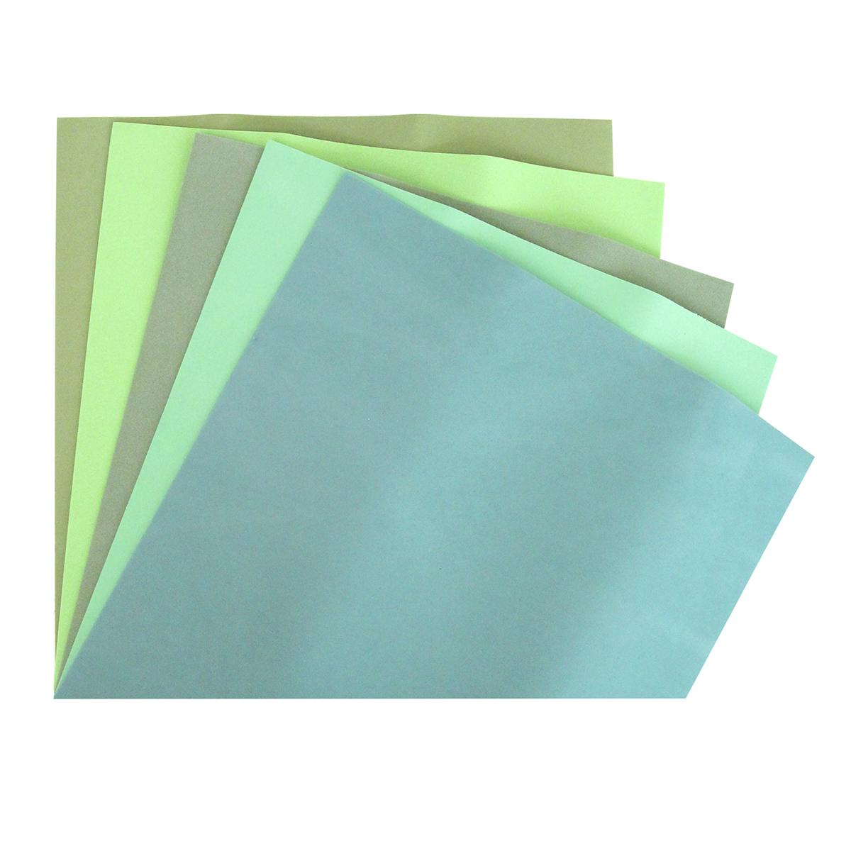 Фоамиран Астра, цвет: зеленый, 25 х 25 см, 5 шт583540_ф-0003 зеленыйФоамиран Астра - это пластичная замша, ее можно применить для создания разнообразного вида декора: открытки, магнитики, цветы, забавные игрушки и т.д. Главная особенность материала фоамиран заключается в его способности к незначительному растяжению, которого вполне достаточно для «запоминания» изделием своей формы.На ощупь мягкая синтетическая замша очень приятна и податлива, поэтому работать с ней не составит труда даже начинающему.Размер ткани: 250 x 250 мм. В упаковке 5 штук.