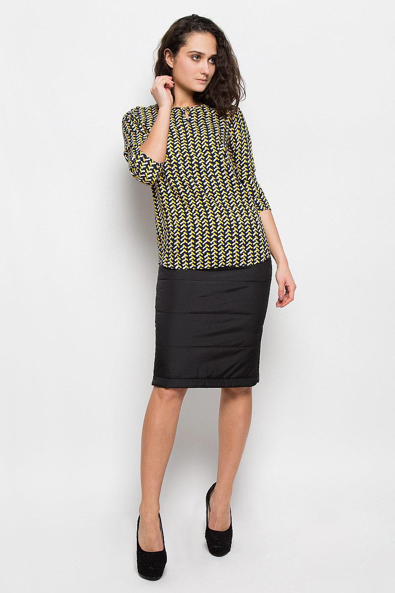 Блузка женская Finn Flare, цвет: темно-синий, желтый. W15-12028. Размер S (44)W15-12028Стильная женская блуза Finn Flare, выполненная из 100% вискозы, подчеркнет ваш уникальный стиль и поможет создать оригинальный женственный образ.Блузка с рукавами 3/4 и круглым вырезом горловины застегивается на пуговицу спереди. Модель оформлена оригинальным контрастным принтом. Легкая блуза идеально подойдет для жарких летних дней. Такая блузка будет дарить вам комфорт в течение всего дня и послужит замечательным дополнением к вашему гардеробу.
