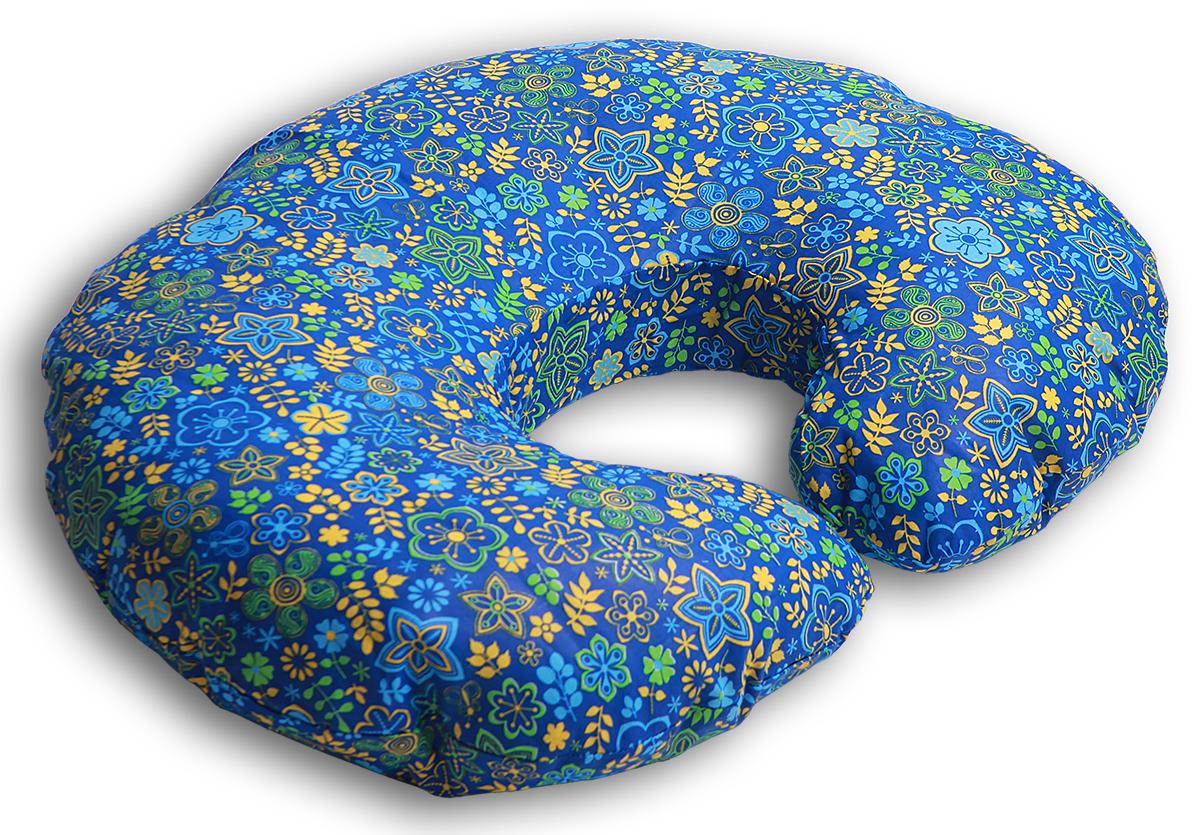 Body Pillow Подушка для беременных и кормящих Рогалик цвет синийС70х90 холо синПодушка для кормления «Рогалик» - это ни с чем несравнимый комфорт молодой мамы и малыша во время кормления грудью. Подушка одевается вокруг талии мамы, и малыш располагается на подушке. Так, подушка поддерживает все тело малыша, и ему удобно. А у мамы нет напряжения в области рук, шеи и спины.Подушку можно использовать как гнездышко для малыша во время игры, а еще в ней удобно учиться сидеть.Подушкой можно пользоваться и до появления малыша – во время сна подкладывать под животик.Наполнитель подушки – холлофайбер – это мягкий и гибкий классический наполнитель.Этот материал состоит из волокон полиэстера, которые образуют сильную пружинистую структуру материала. Это свойство позволяет быстро восстанавливать свою форму после смятия, а так же принимать различные формы. В комплекте есть съемная наволочка на молнии сочного синего цвета с желто-зеленым узором в цветочек из натуральной хлопковой ткани, которая обязательно привлечет к себе внимание.Список вещей в роддом. Статья OZON Гид