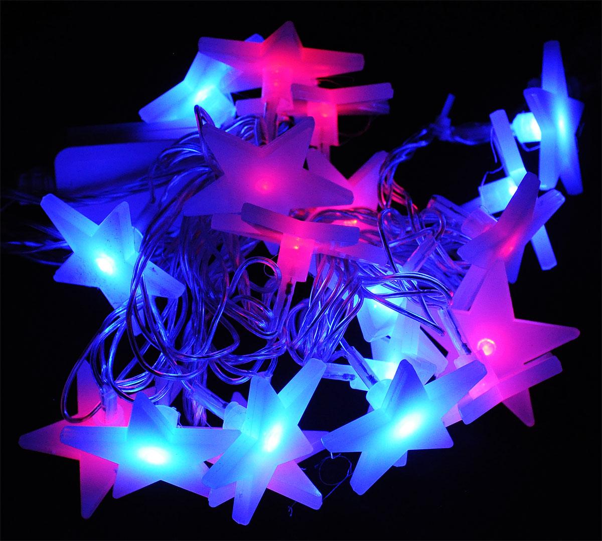 Электрогирлянда B&H Звезды, 20 двухцветных светодиодов, цвет: красный, синий, 2 мN11304Электрогирлянда B&H Звезды предназначена для декоративного внутреннего освещения. Изделие представляет собой гибкий провод, на котором расположены двухцветные светодиоды с насадками в форме звездочек. Гирлянда яркая и долговечная, имеет маленькое энергопотребление (в 10 раз меньше, чем у гирлянд с микролампами и минилампами).Двухцветные светодиоды поочередно меняют цвет свечения с красного на синий, а матовая насадка делает переход цвета более мягким, придавая свечению нежный пастельный оттенок.Все гирлянды серии System IN последовательно подключаются между собой с помощью специальных коннекторов. Цепочка гирлянд может быть удлинена до 2000 светодиодов (можно соединить несколько разных гирлянд), что позволит, используя всего одну розетку, украсить целое помещение.Создайте в своем доме атмосферу веселья и радости, украшая новогоднюю елку яркими светодиодными гирляндами.Расстояние между светодиодами: 10 см.Размер лампы: 4,5 х 4,5 см.