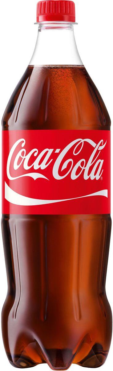 Coca-Cola напиток сильногазированный, 1 л269444Кока-Кола - самый популярный напиток за всю историю компании Coca-Cola, был придуман аптекарем Доктором Джоном Пэмбертоном в Атланте, штат Джорджия в 8 мая 1886 года. Никто не помнит, каким образом сироп доктора Пэмбертона смешался с газированной водой, но новый прохладительный напиток был сразу признан одновременно вкусным и освежающим. Формула Coca-Cola - один из самых тщательно оберегаемых коммерческих секретов всех времен и народов.