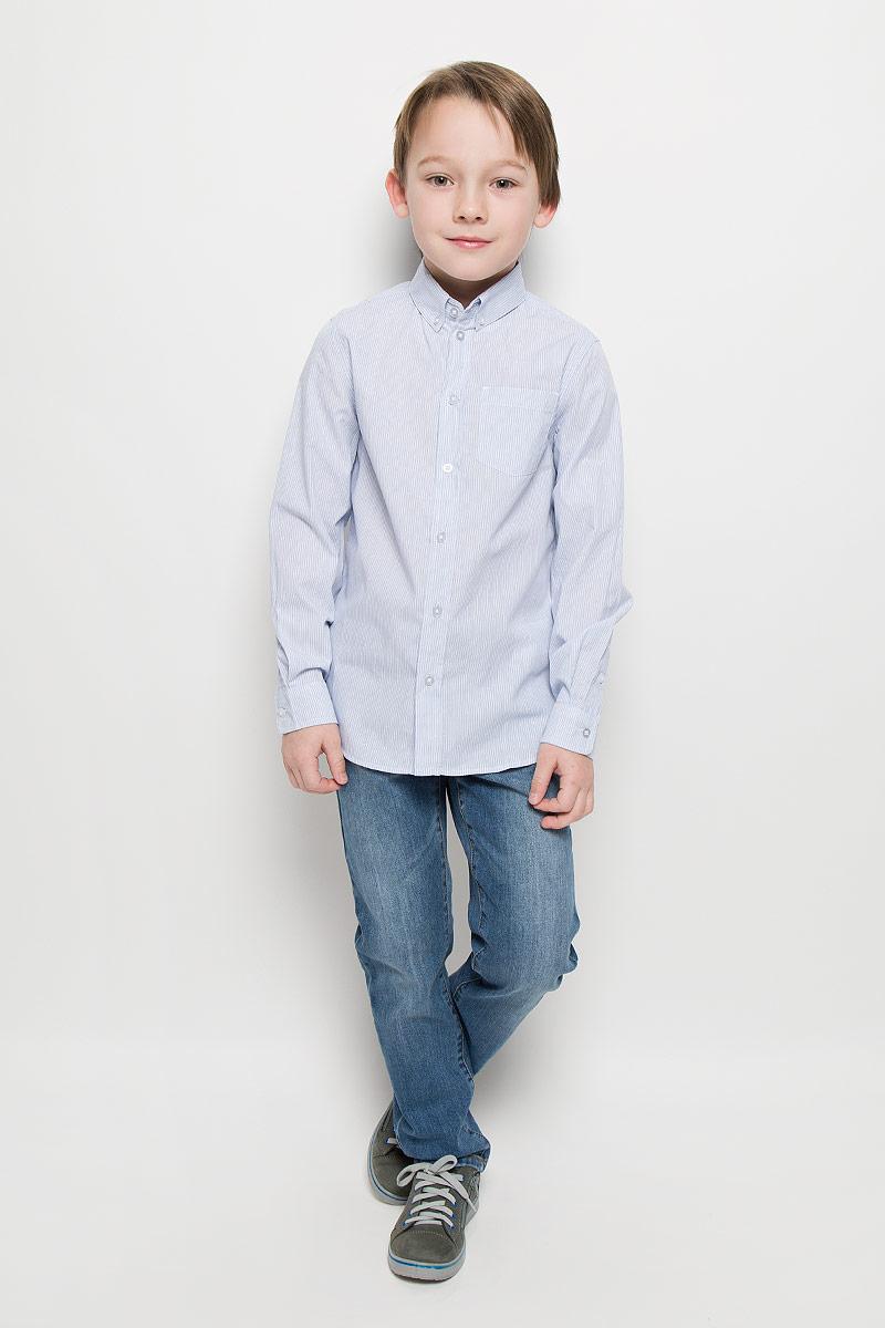 Рубашка для мальчика Button Blue, цвет: белый, голубой. 216BBBC23020205. Размер 98, 3 года216BBBC23020205Модная рубашка для мальчика Button Blue изготовлена из натурального хлопка. Рубашка с отложным воротником и длинными рукавами застегивается на пуговицы. На воротнике и манжетах также предусмотрены застежки-пуговицы. На груди расположен накладной карман. Изделие оформлено принтом в мелкую полоску. Рубашка Button Blue сделает образ ребенка стильным и свежим, соответствующим основным трендам сезона.