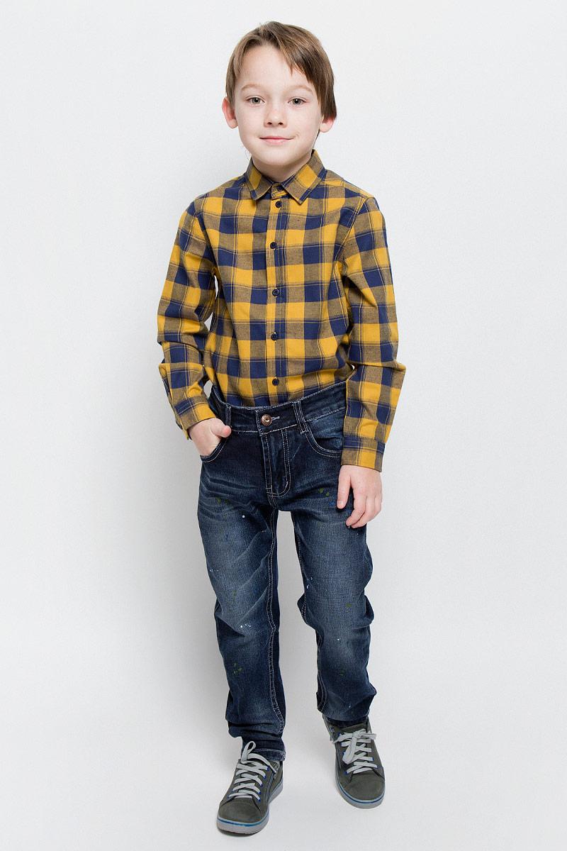 Джинсы для мальчика Sweet Berry, цвет: темно-синий. 206376. Размер 98, 3 года206376Стильные джинсы для мальчика Sweet Berry изготовлены из эластичного хлопка. Модель слегка заужена к низу. Джинсы застегиваются на пуговицу и имеют ширинку на застежке-молнии. На изделии предусмотрены шлевки для ремня. Регулировка в поясе на эластичной тесьме с пуговицами обеспечит идеальную посадку по фигуре. Спереди расположены два втачных кармана и один маленький накладной, сзади - два накладных. Модель оформлена потертостями, перманентными складками и принтом. Украшены джинсы вышитой надписью и нашивкой.