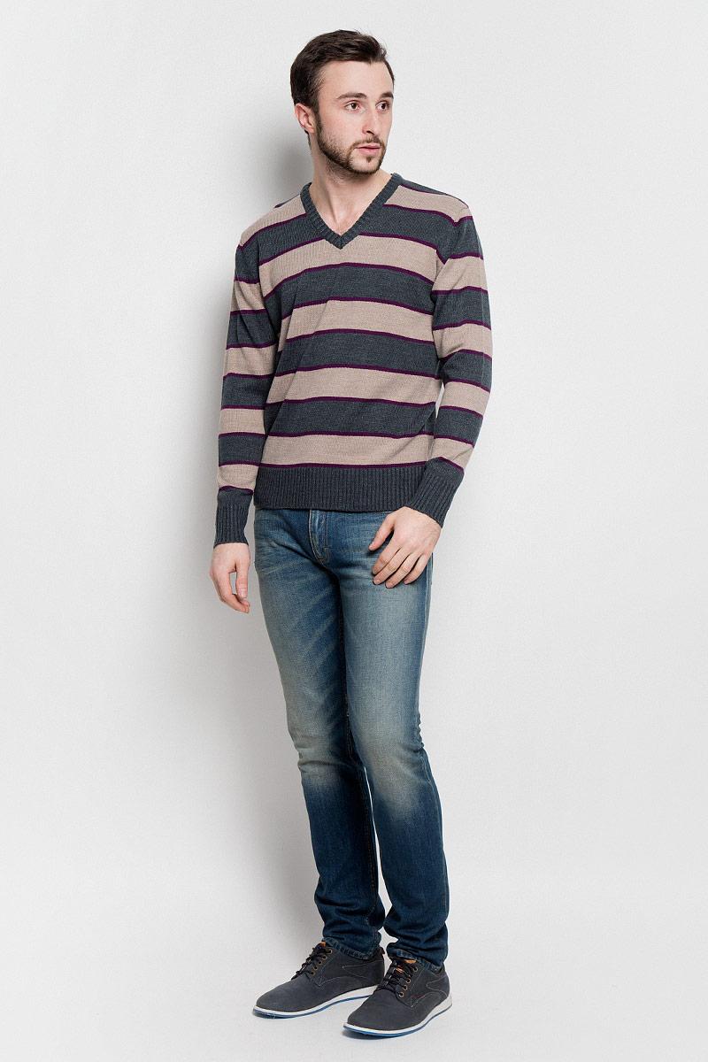 Джемпер мужской D&H Basic, цвет: светло-коричневый, серый, фиолетовый. А600090314. Размер L (52)А600090314Мужской джемпер D&H Basic с V-образным вырезом горловины и длинными рукавами изготовлен из высококачественной акриловой пряжи.Горловина, низ и манжеты рукавов джемпера связаны резинкой. Модель оформлена узором в виде контрастных полосок.