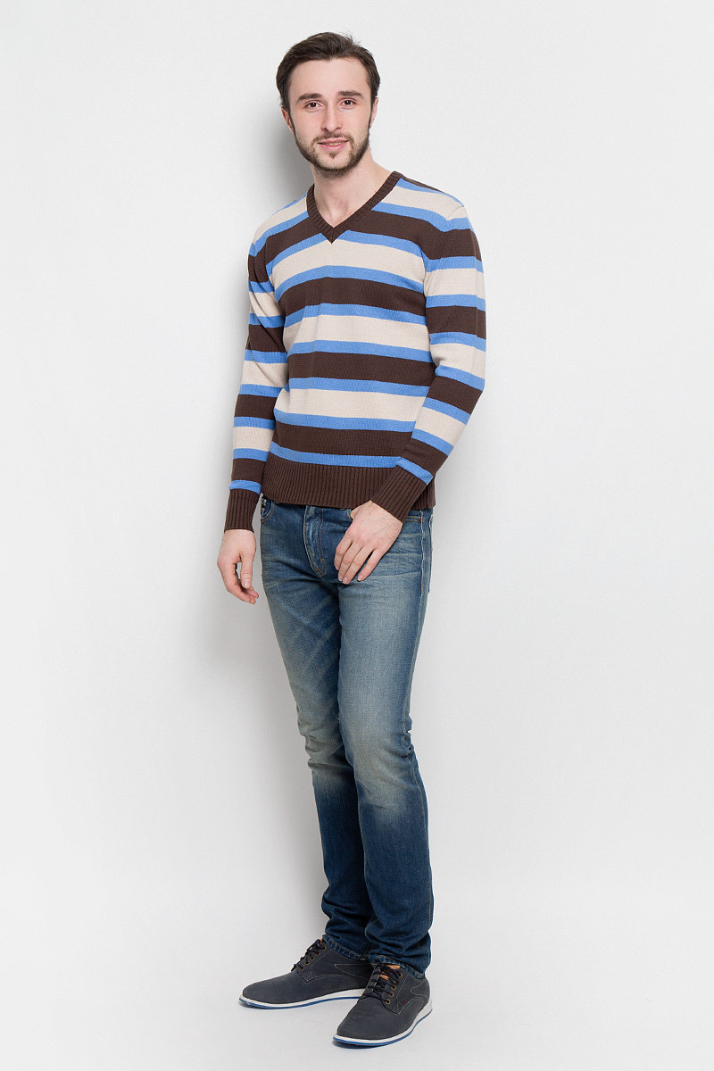 Джемпер мужской D&H Basic, цвет: коричневый, голубой, бежевый. А600200703. Размер L (52)А600200703Мужской джемпер D&H Basic с V-образным вырезом горловины и длинными рукавами изготовлен из высококачественной хлопковой пряжи.Горловина, низ и манжеты джемпера связаны резинкой. Модель оформлена узором в виде контрастных полосок.