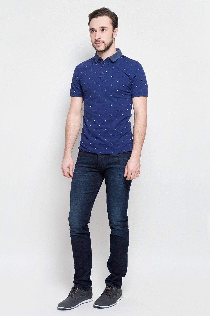 Джинсы мужские Calvin Klein Jeans, цвет: темно-синий. J30J304302. Размер 33-32 (50/52-32)J30J304302Модные мужские джинсы Calvin Klein Jeans выполнены из хлопка с добавлением эластана и полиэстера, что обеспечивает комфорт и удобство при носке.Джинсы модели-слим имеют стандартную посадку. Модель застегивается на пуговицу в поясе и ширинку на молнии. Имеются шлевки для ремня. Джинсы имеют классический пятикарманный крой: спереди модель дополнена двумя втачными карманами и одним маленьким накладным кармашком, а сзади - двумя накладными карманами. Модель оформлена перманентными складками и эффектом потертости.