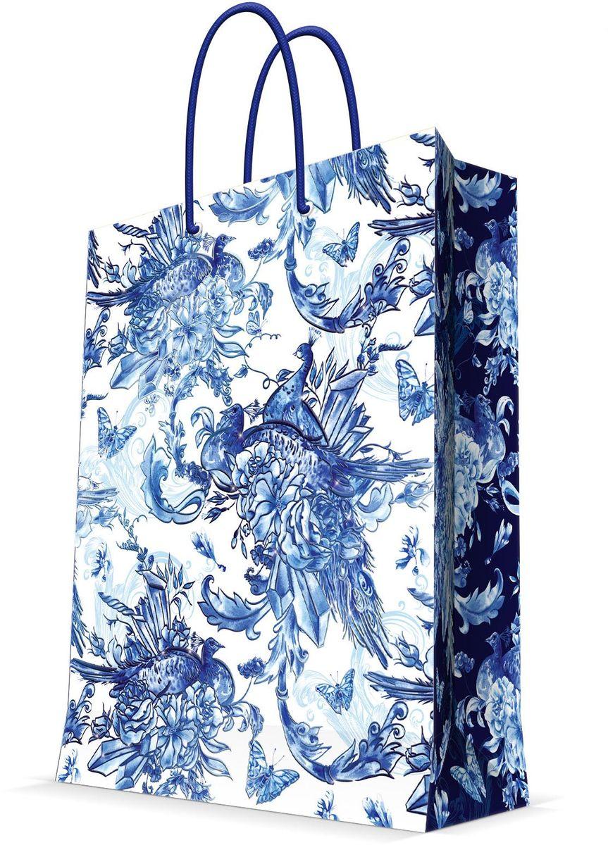Пакет подарочный Magic Home Голубые цветы, 26 х 32,4 х 12,7 см44238Бумажный подарочный пакет Magic Home Голубые цветы, изготовленный из плотной бумаги, станет незаменимым дополнением к выбранному подарку. Дно изделия укреплено картоном, который позволяет сохранить форму пакета и исключает возможность деформации дна под тяжестью подарка. Пакет выполнен с ламинацией, что придает ему прочность, а изображению - яркость и насыщенность цветов. Для удобной переноски имеются две ручки в виде шнурков. Подарок, преподнесенный в оригинальной упаковке, всегда будет самым эффектным и запоминающимся. Окружите близких людей вниманием и заботой, вручив презент в нарядном, праздничном оформлении.Плотность бумаги: 140 г/м2.