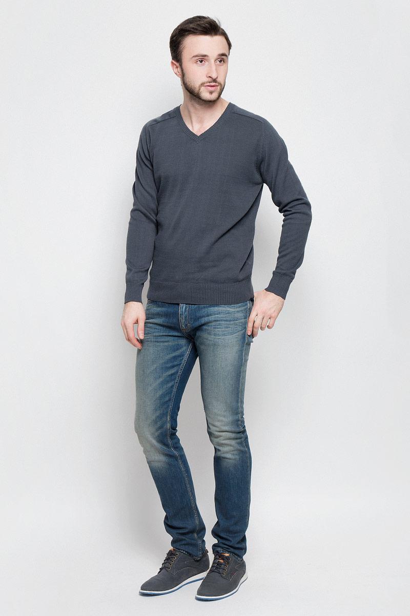 Джемпер мужской Aussie, цвет: серый. А40018. Размер S (48)А40018Мужской джемпер Aussie с V-образным вырезом горловины и длинными рукавами изготовлен из высококачественной хлопковой пряжи.Горловина, низ и манжеты джемпера связаны резинкой. Спинка изделия декорирована вышивкой с названием бренда.