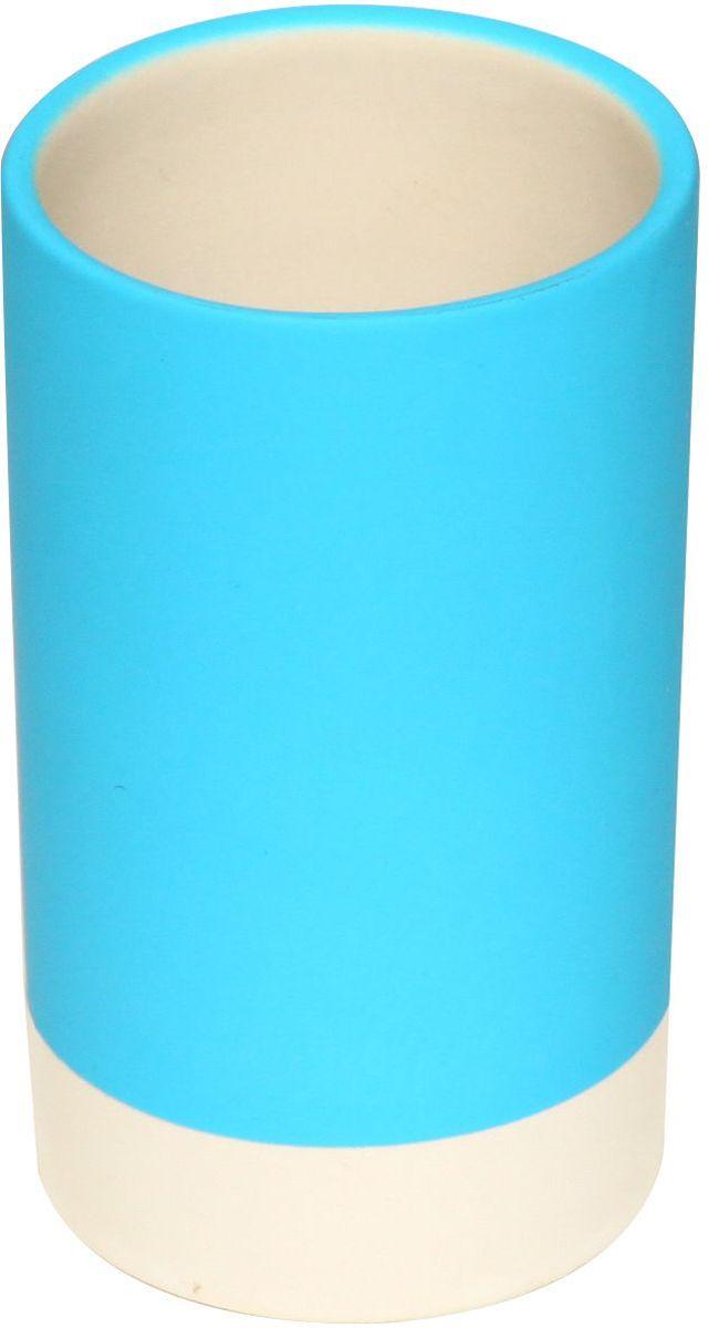 Стакан для зубных щеток Proffi Home, цвет: голубой, 280 мл. PH6472PH6472Стакан для зубных щетокProffi Home - это практичный аксессуар, помогающий навести порядок и организовать хранение разных принадлежностей в ванной комнате. В нем удобно хранить зубные щетки, тюбики с зубной пастой и другие мелочи.Керамика, из которой сделан стакан, выгодно отличается от других материалов в первую очередь натуральностью и благородным внешним видом. Этот материал устойчив к перепадам температур, повышенной влажности и бытовым химическим средствам. Каучуковое покрытие обеспечивает антискользящий эффект.Благодаря лаконичной форме такой аксессуар отлично впишется в любой интерьер ванной комнаты и станет ее украшением. Материал: керамика, каучук.Страна-изготовитель: Китай. Размеры: 6 * 6 * 10,5 см.