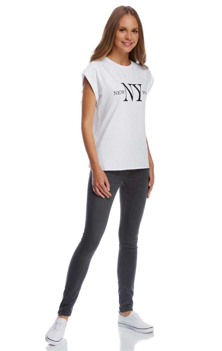 Футболка женская oodji Ultra, цвет: белый, черный. 14707001-6/46154/1029P. Размер XS (42)14707001-6/46154/1029PСтильная женская футболка oodji Ultra выполнена из натурального хлопка. Модель с круглым вырезом горловины и короткими рукавами-реглан оформлена оригинальным принтом с надписями. По низу футболка имеет необработанные швы.
