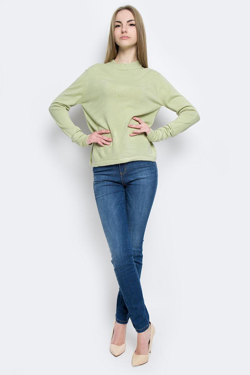 Джемпер женский Classic, цвет: оливковый. А70023. Размер L (48)А70023Модный женский джемпер Classic, изготовленный из качественной акриловой пряжи, мягкий и приятный на ощупь, не сковывает движений.Модель с круглым вырезом горловины и длинными рукавами выполнен в лаконичном дизайне. Горловина джемпера изготовлена из трикотажной резинки.
