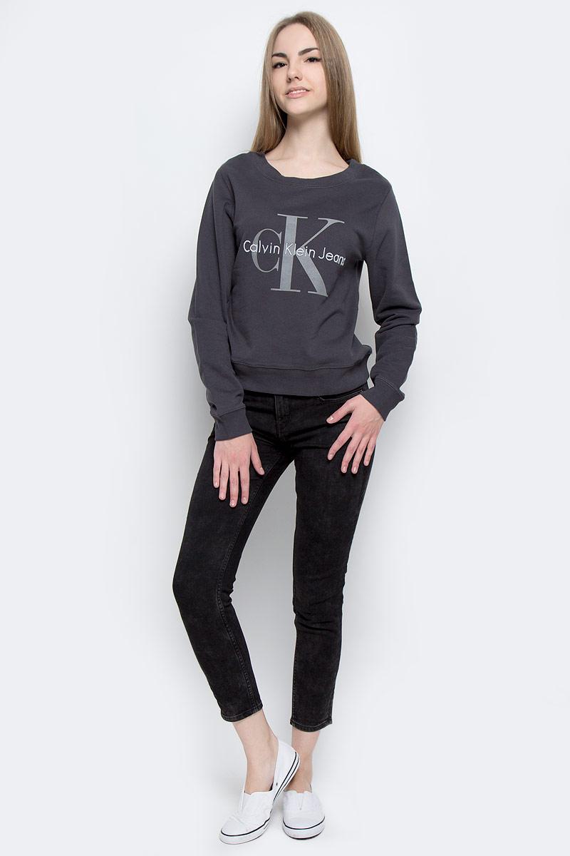 Джинсы женские Calvin Klein Jeans, цвет: черно-серый. J20J201055_9053. Размер 29 (44/46)J20J201055_9053Стильные женские джинсы Calvin Klein Jeans выполнены из качественного комбинированного материала.Модель-скинни застегивается на металлическую пуговицу в поясе и ширинку на застежке-молнии, имеются шлевки для ремня. Джинсы со стандартной талией имеют классический пятикарманный крой: спереди модель дополнена двумя втачными карманами и одним маленьким накладным кармашком, а сзади - двумя накладными карманами. Изделие оформлено контрастной отстрочкой и по бокам брючин стильным вышитым узором.
