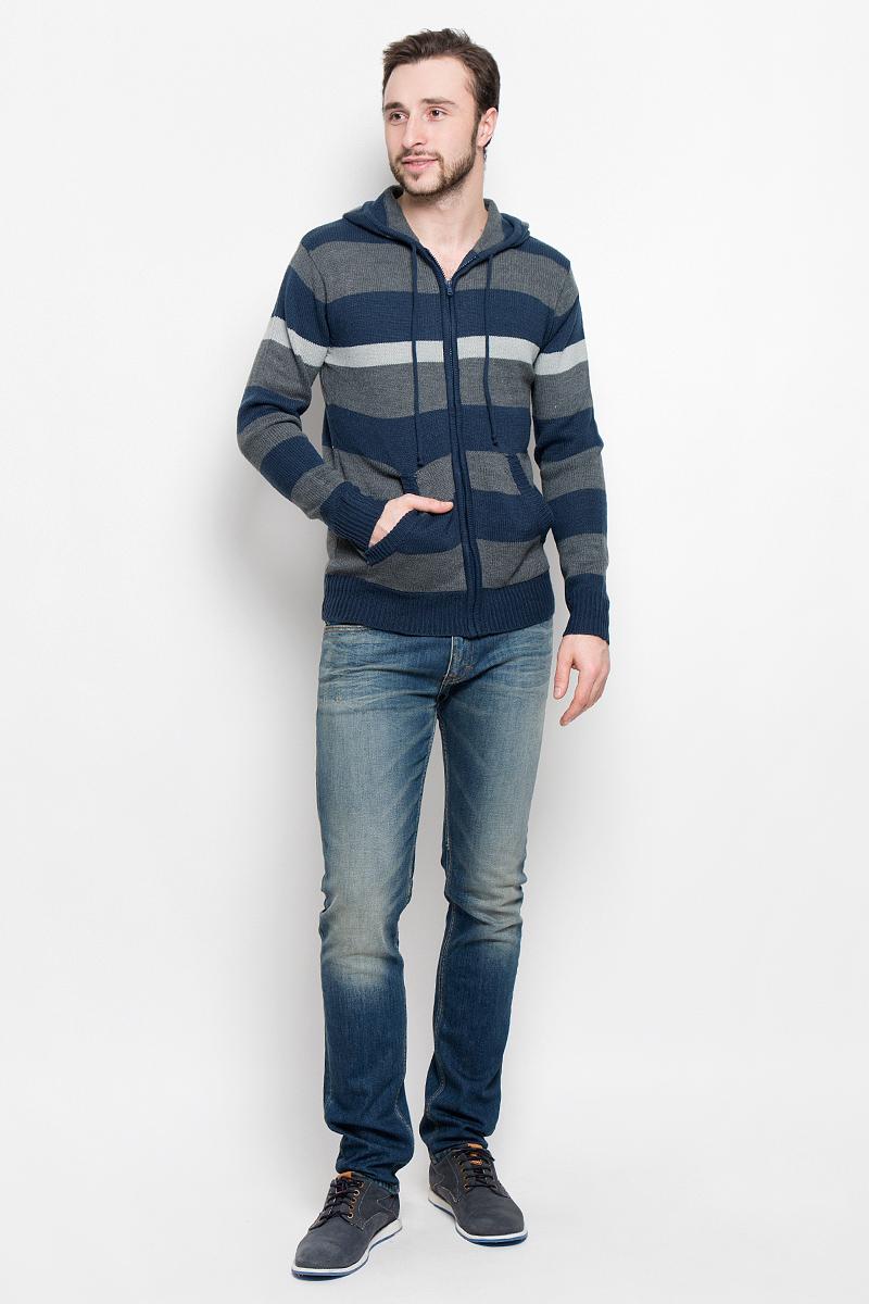 Кофта мужская Urban Heritage, цвет: синий, серый. А550160917. Размер XL (54)А550160917Мужская кофта Urban Heritage изготовлена из высококачественного акрила. Модель с капюшоном и длинными рукавами застегивается на молнию. Край капюшона дополнен шнурком. Манжеты рукавов и низ кофты связаны резинкой. Модель спереди имеет два накладных кармана. Оформлено изделие вязаным узором в полоску.