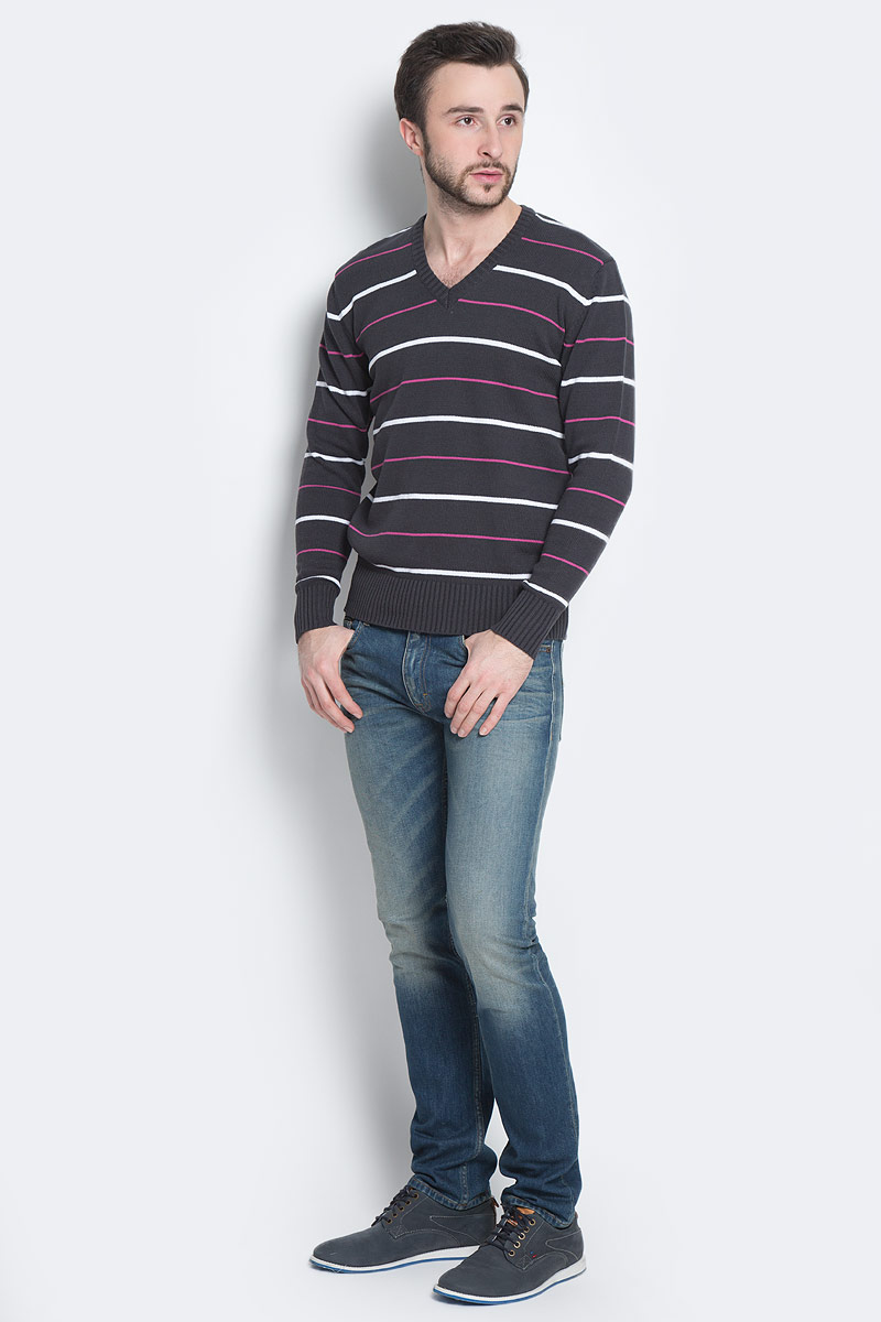 Пуловер мужской D&H Basic, цвет: темно-серый, белый, фуксия. А600090415. Размер XL (54)А600090415Мужской пуловер D&H Basic изготовлен из натуральной хлопковой пряжи. Модель с V-образным вырезом горловины и длинными рукавами оформлена полосками. Манжеты и низ изделия связаны резинкой.