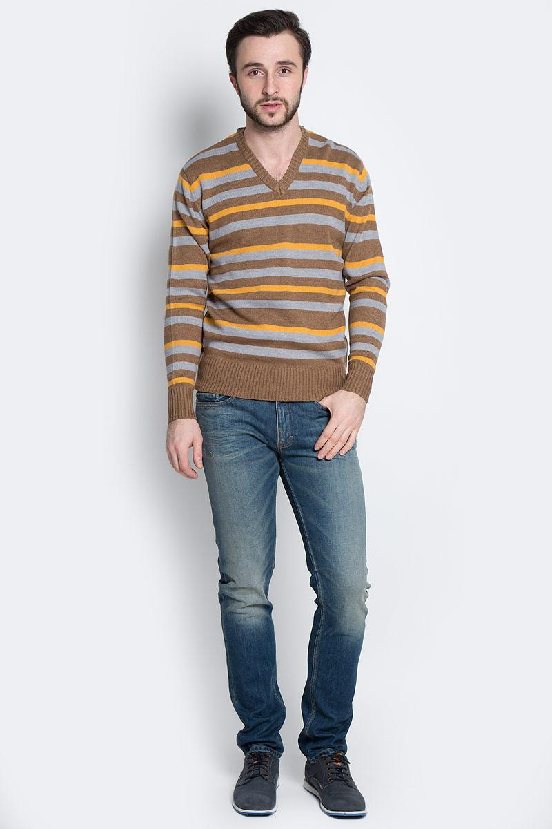 Пуловер мужской D&H Basic, цвет: коричневый, серый, горчичный. А600090211. Размер S (48)А600090211Мужской пуловер D&H Basic изготовлен из мягкой акриловой пряжи. Пуловер с V-образным вырезом горловины и длинными рукавами оформлен полосками. Манжеты и низ изделия связаны резинкой.