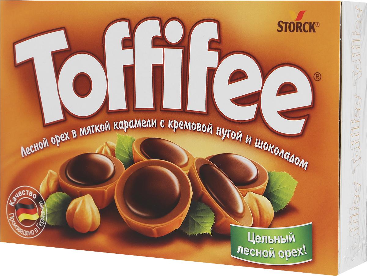 Toffife Конфеты орешки в карамели, 125 г294903Секрет конфет Toffifee в интересном сочетании вкуснейших ингредиентов: отборный цельный лесной орех в чашечке из мягкой карамели, наполненной нежной кремовой нугой и покрытой восхитительным шоколадом! Toffifee - это невероятно вкусные конфеты, которые понравятся и взрослым, и детям!Уважаемые клиенты! Обращаем ваше внимание, что полный перечень состава продукта представлен на дополнительном изображении.